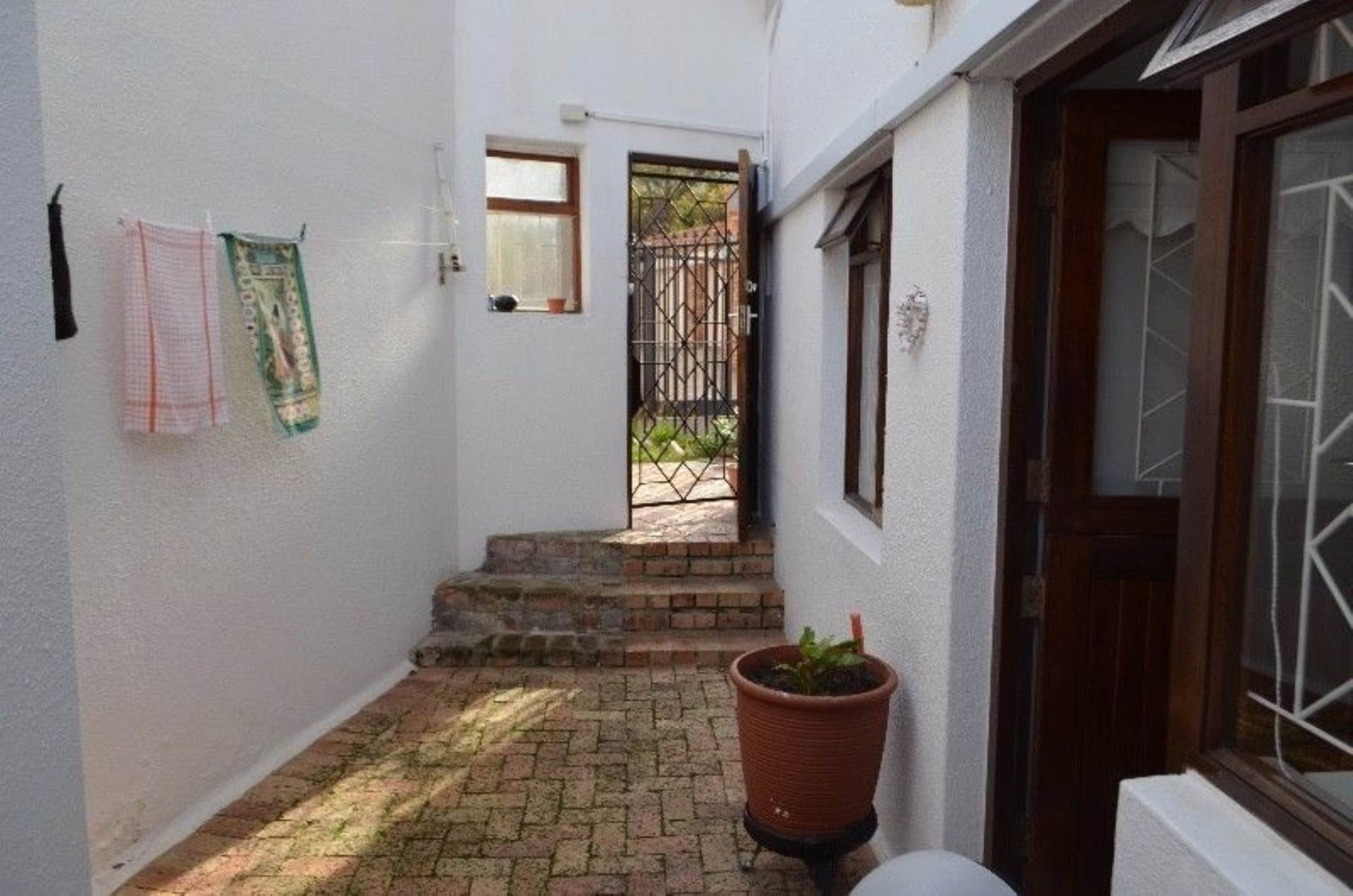 Rondebosch property for sale. Ref No: 13536060. Picture no 9