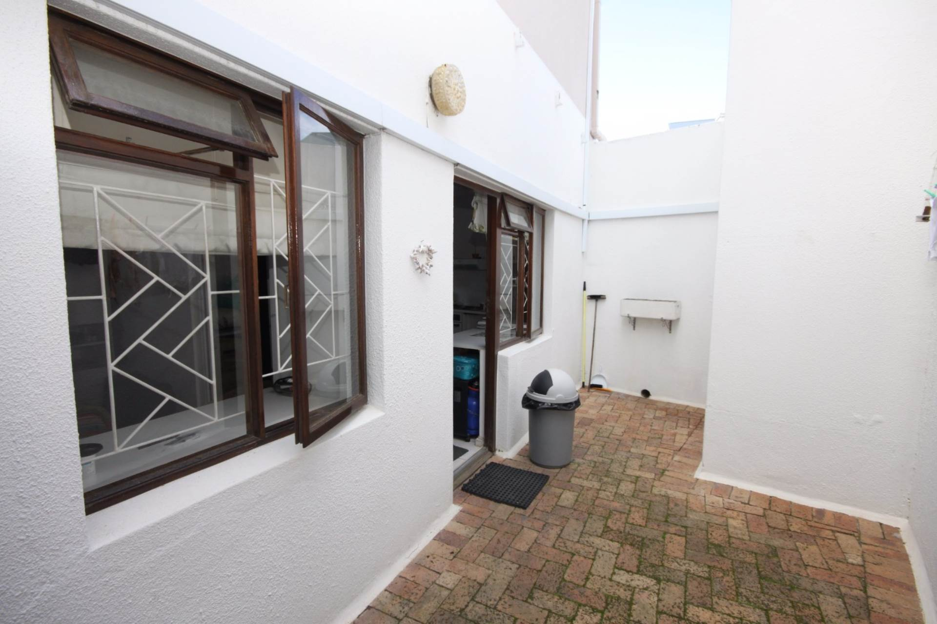 Rondebosch property for sale. Ref No: 13536060. Picture no 12