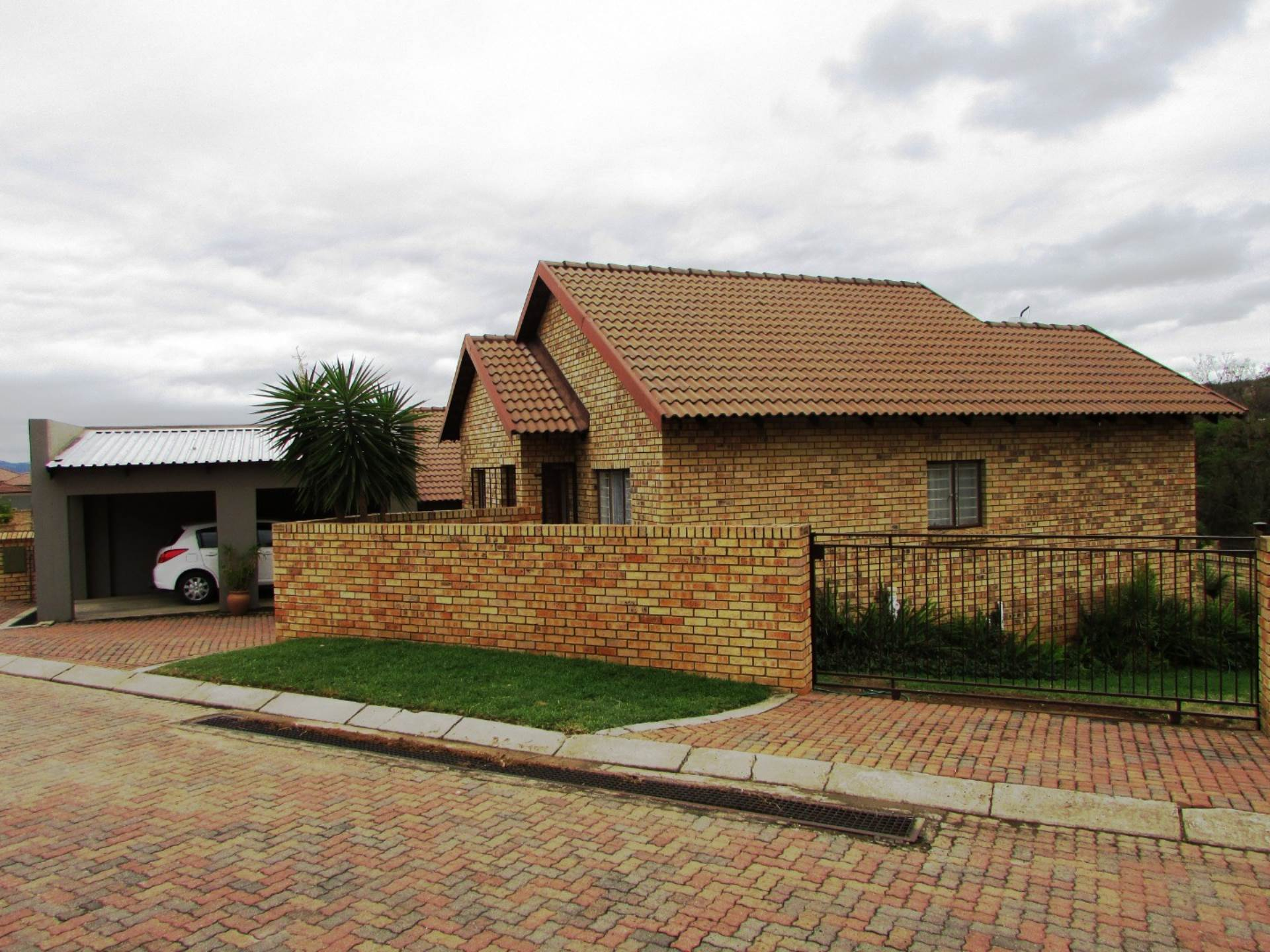 2 BedroomTownhouse For Sale In Stonehenge Ext 7