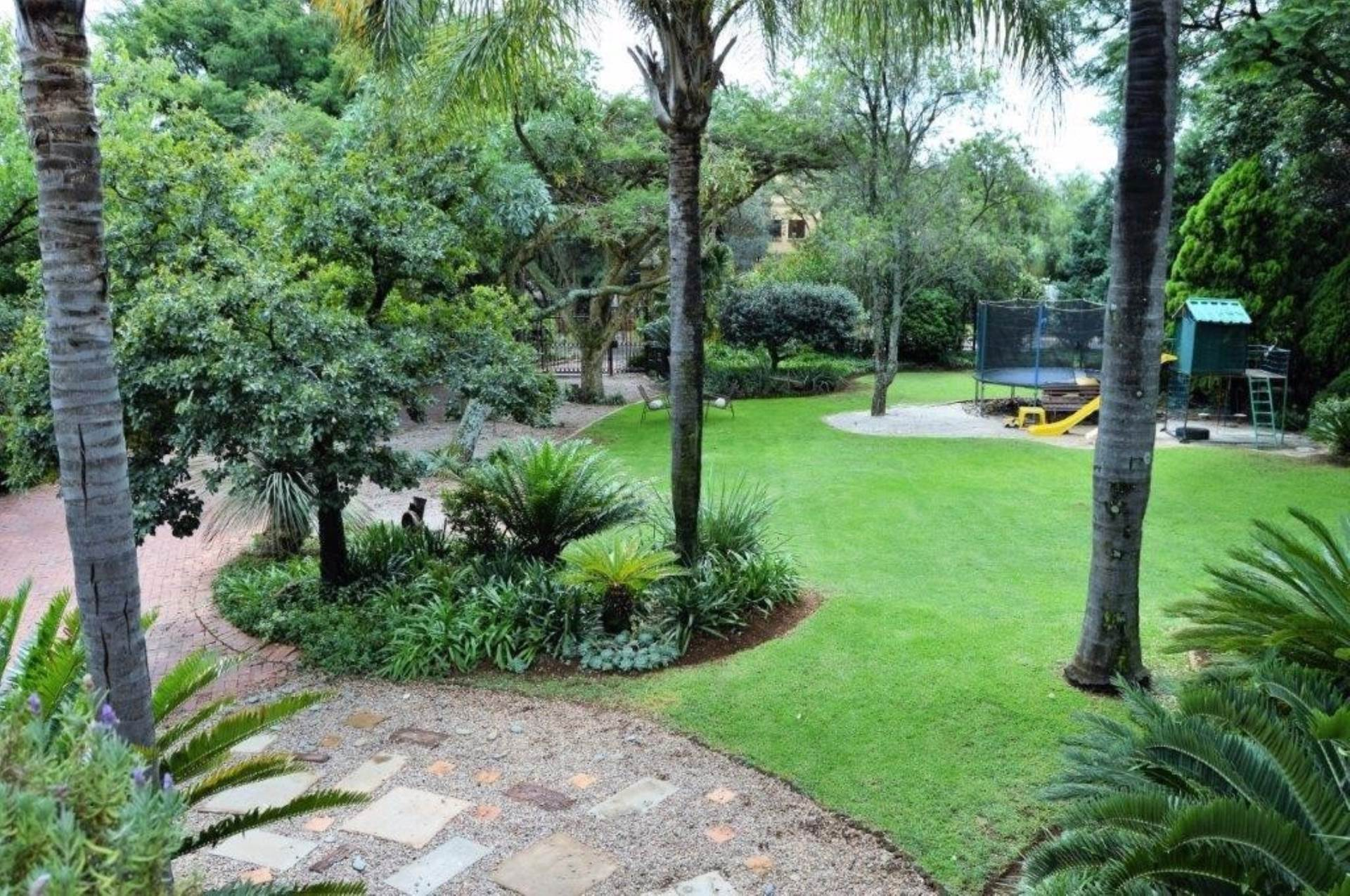 Waterkloof Glen property for sale. Ref No: 13536490. Picture no 2