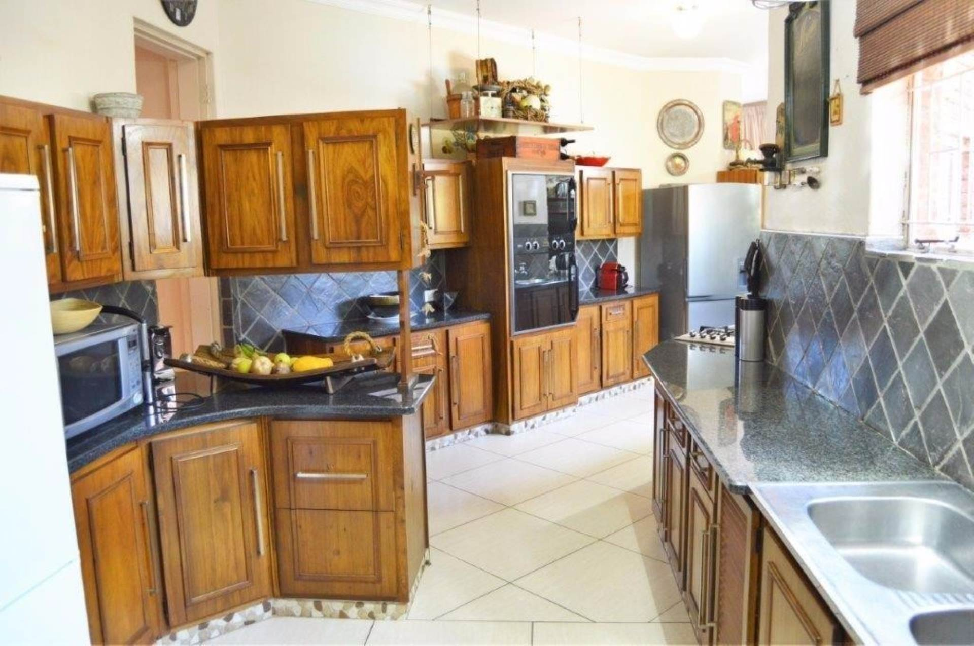Waterkloof Glen property for sale. Ref No: 13536490. Picture no 5