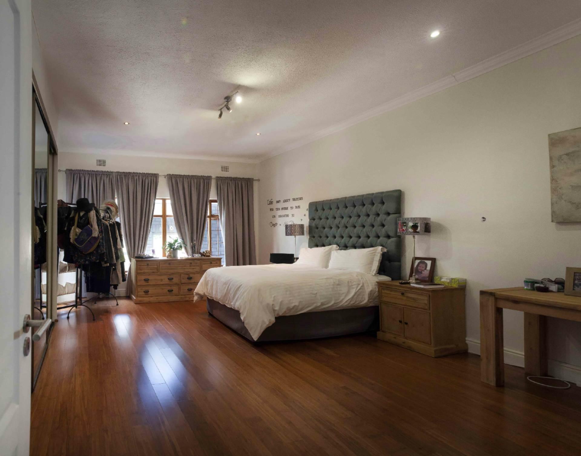 Oranjezicht property for sale. Ref No: 13537515. Picture no 5