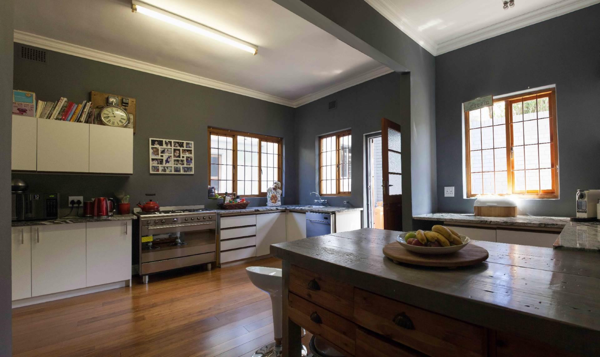 Oranjezicht property for sale. Ref No: 13537515. Picture no 2