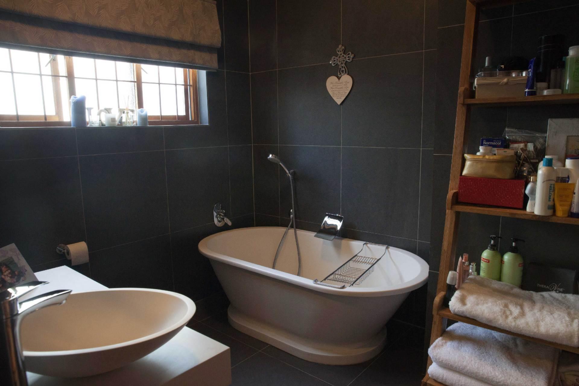 Oranjezicht property for sale. Ref No: 13537515. Picture no 11