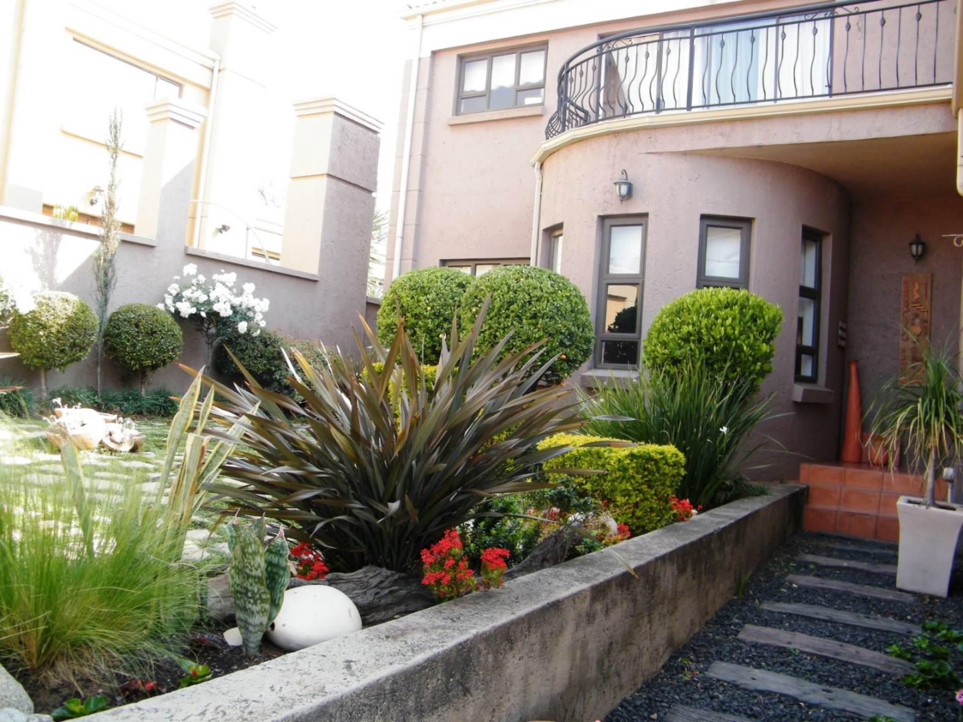 3 BedroomTownhouse For Sale In Bankenveld