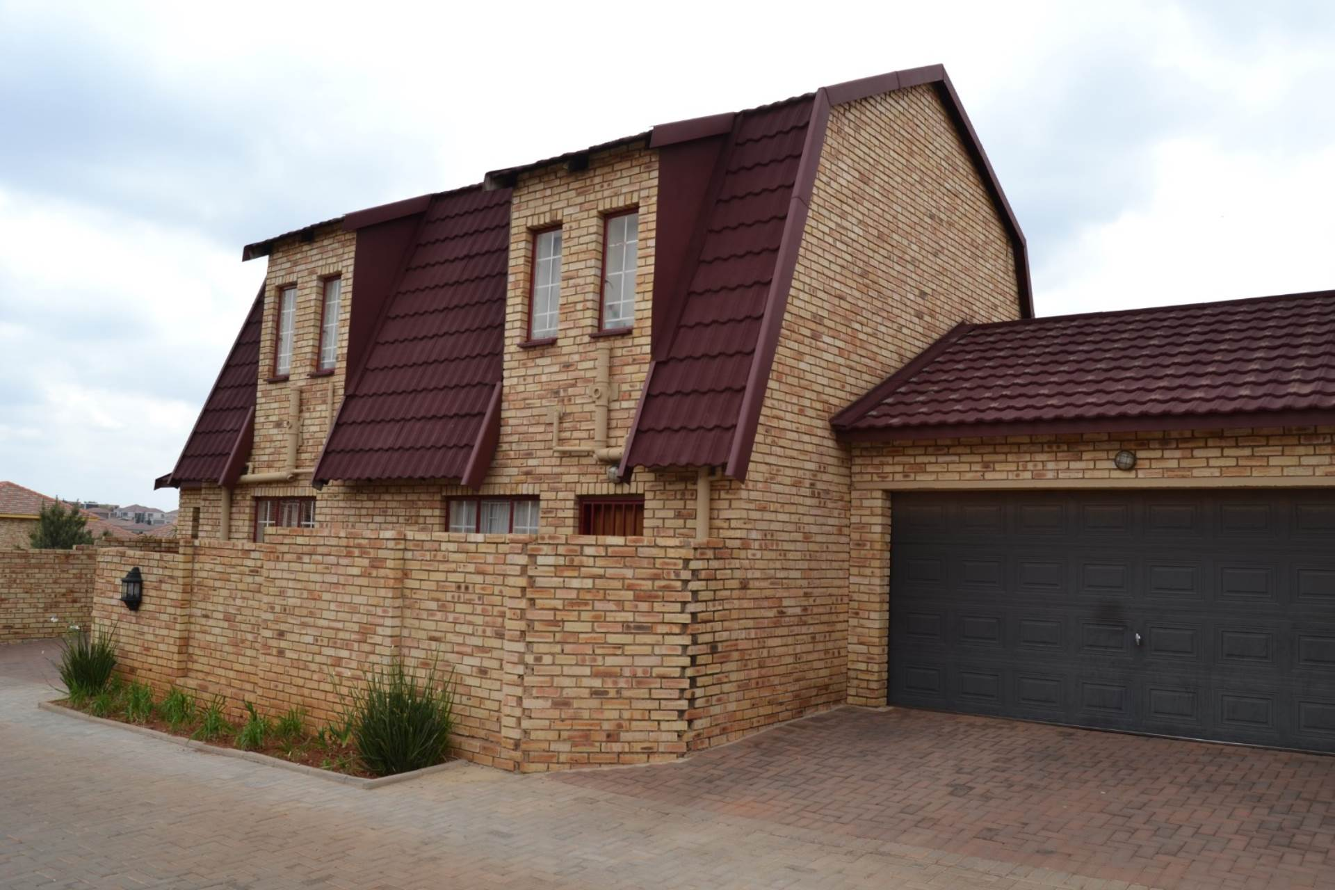 4 BedroomTownhouse For Sale In Willowbrook