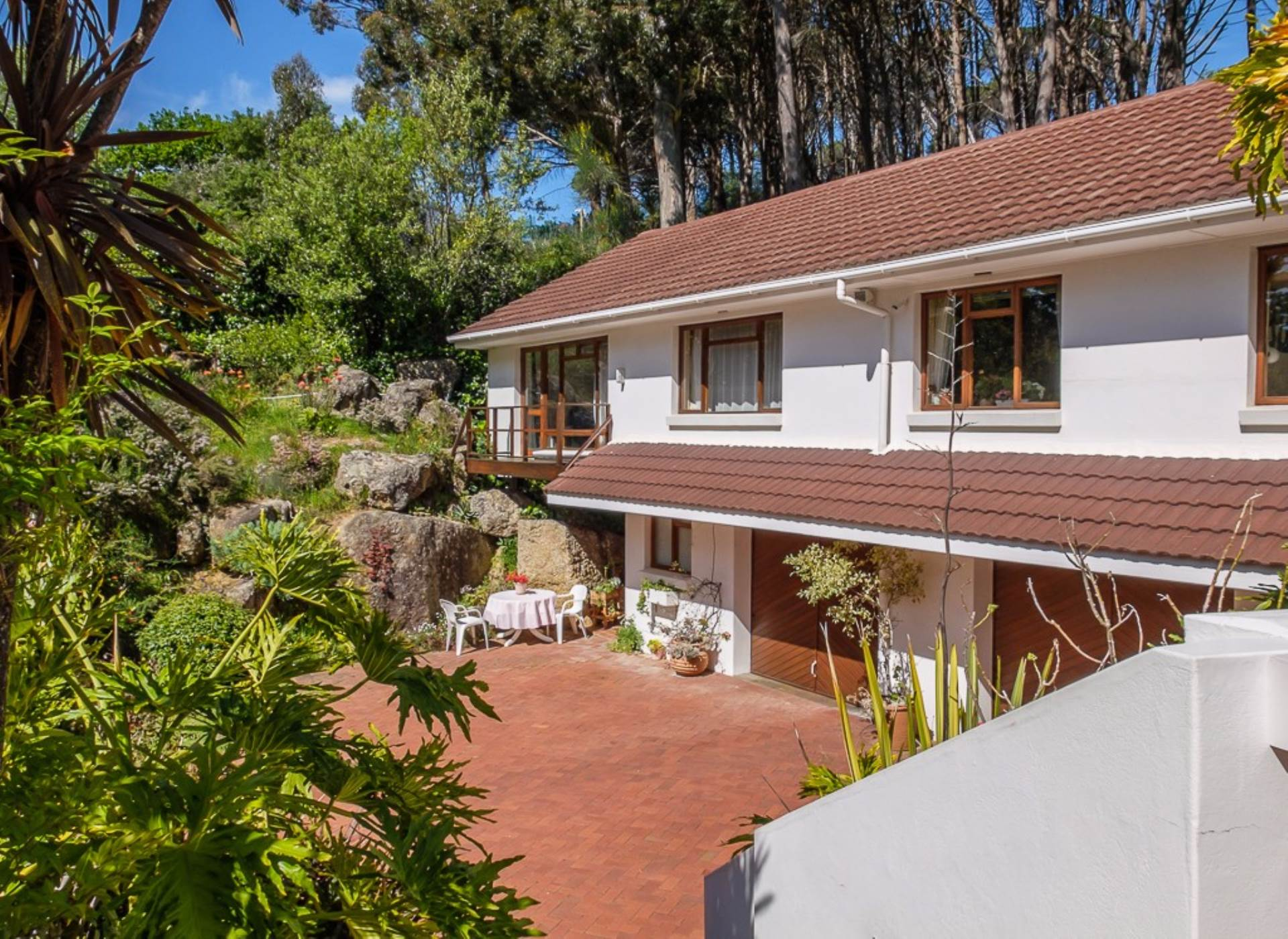 5 BedroomHouse To Rent In Higgovale