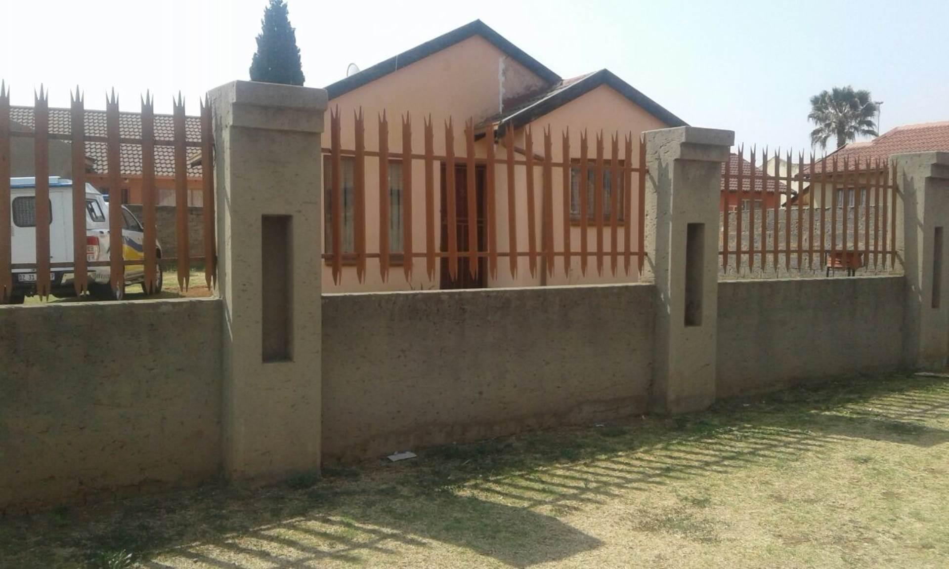 2 BedroomHouse To Rent In Spruit View