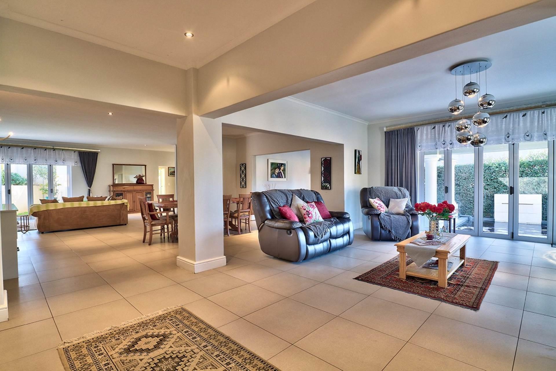 Avalon Estate property for sale. Ref No: 13537748. Picture no 2