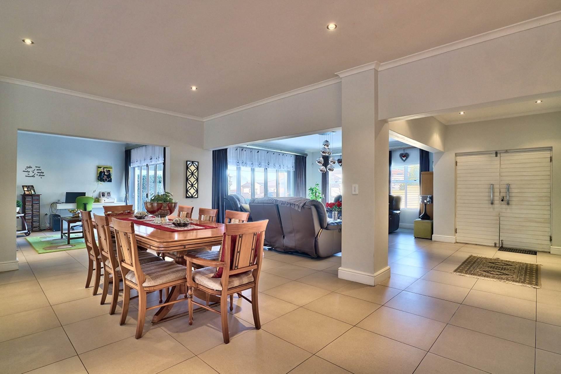 Avalon Estate property for sale. Ref No: 13537748. Picture no 3