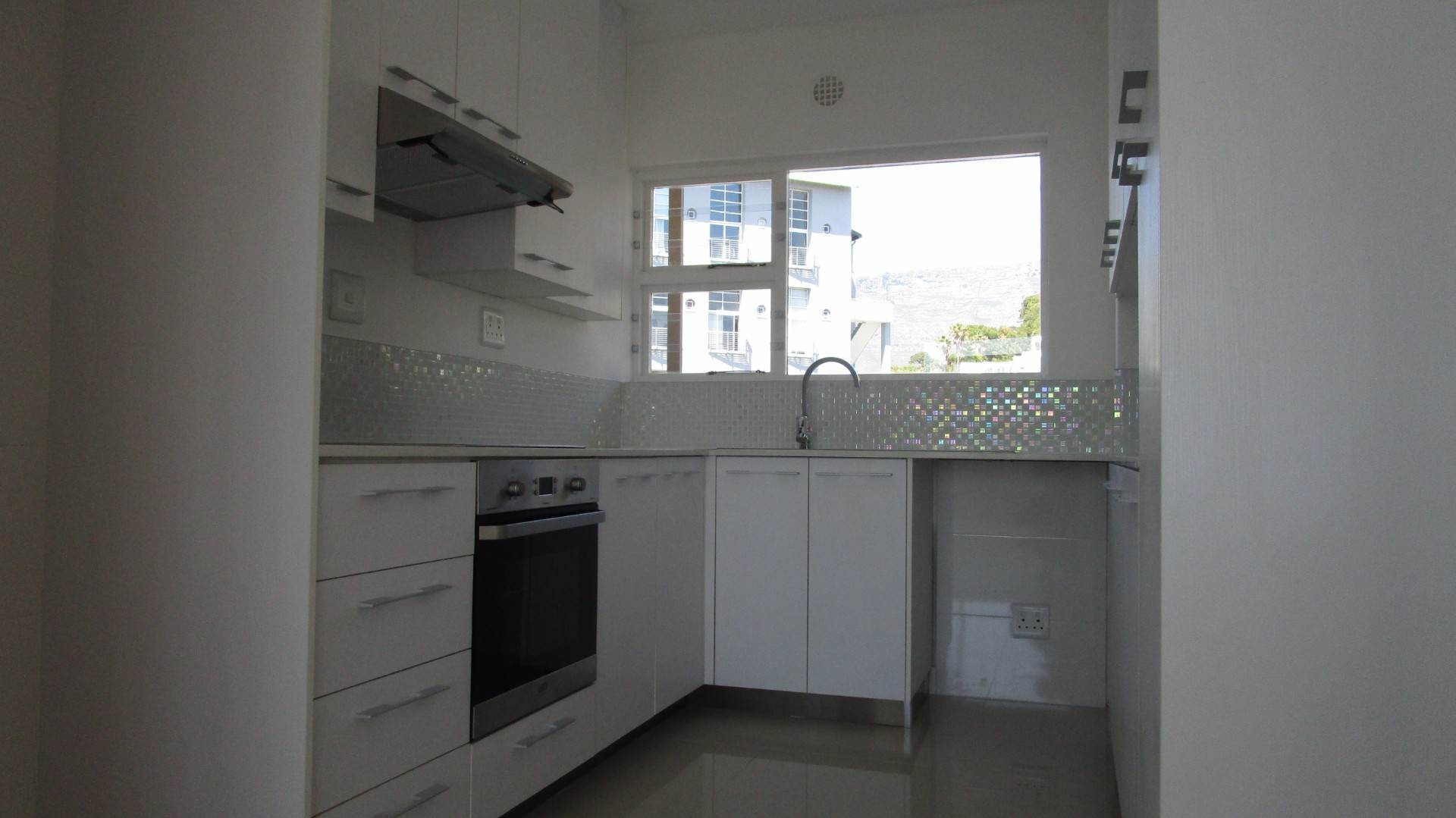 Green Point property to rent. Ref No: 13537806. Picture no 3