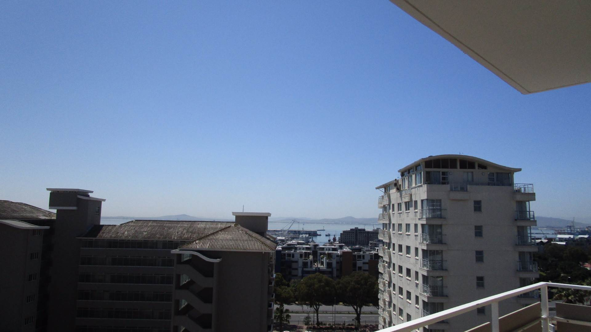 Green Point property to rent. Ref No: 13537806. Picture no 2
