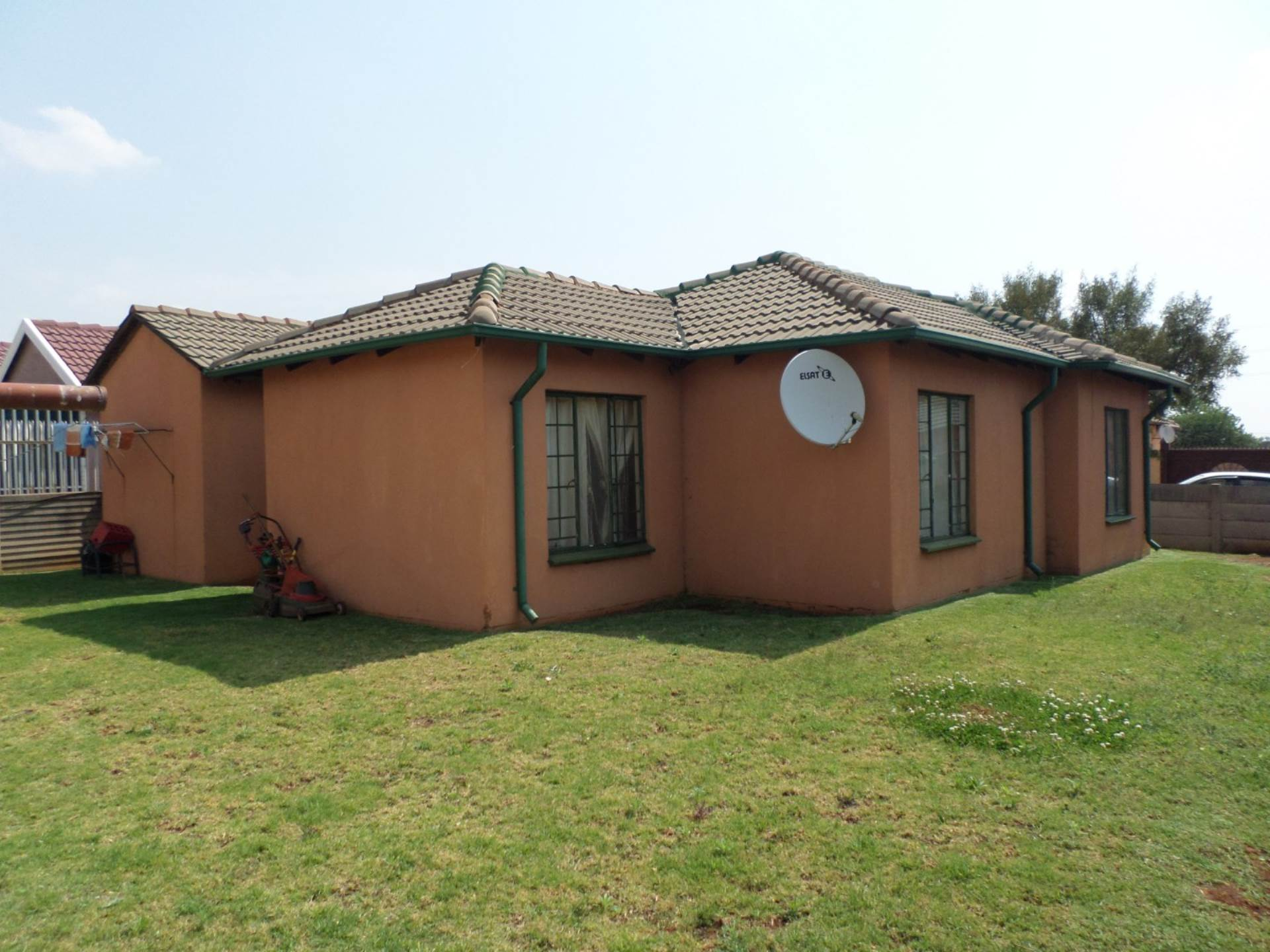 2 BedroomHouse For Sale In The Orchards