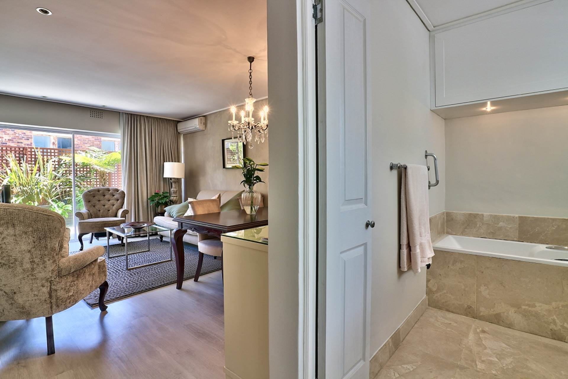 Sea Point property for sale. Ref No: 13538173. Picture no 11