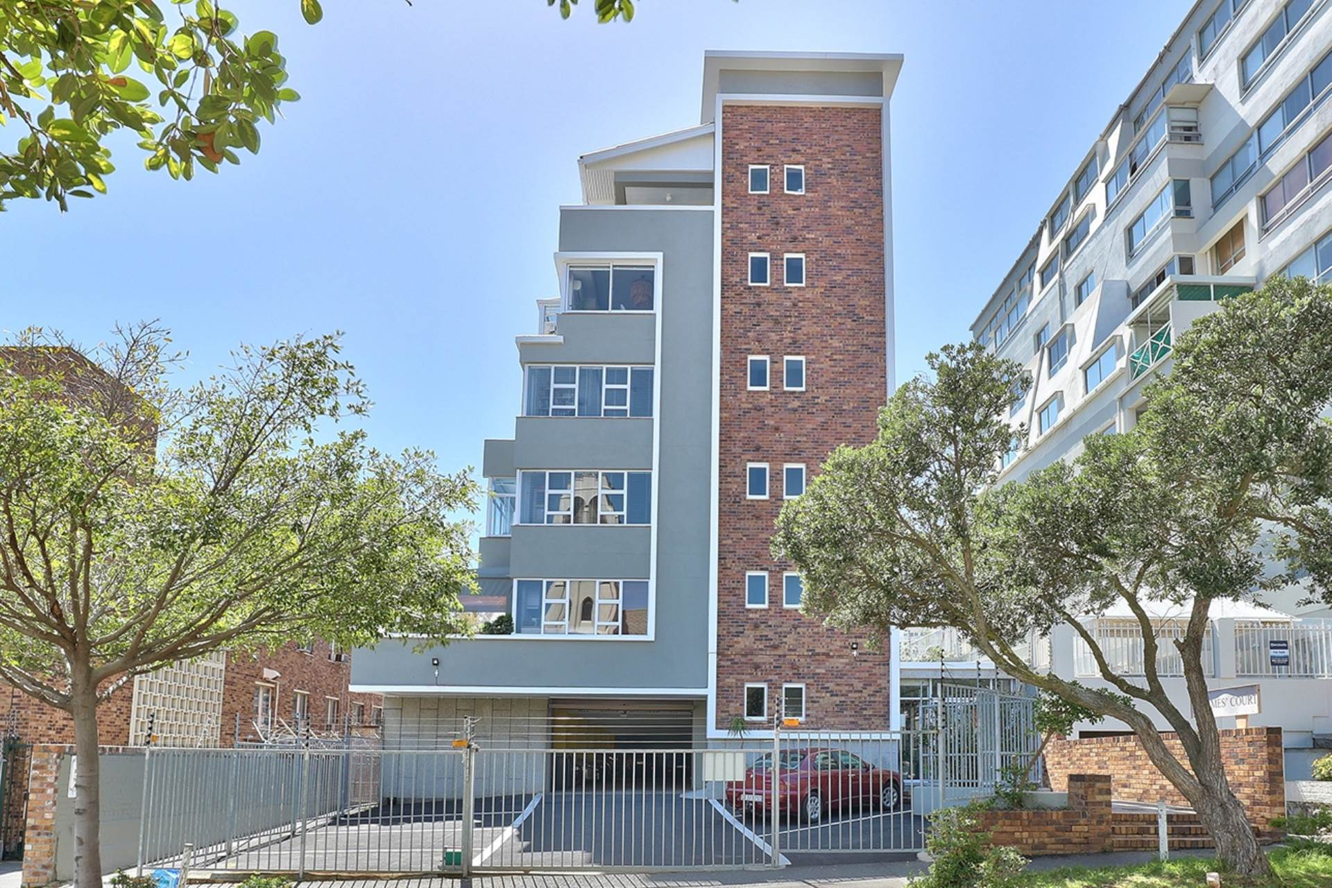 Sea Point property for sale. Ref No: 13538173. Picture no 1