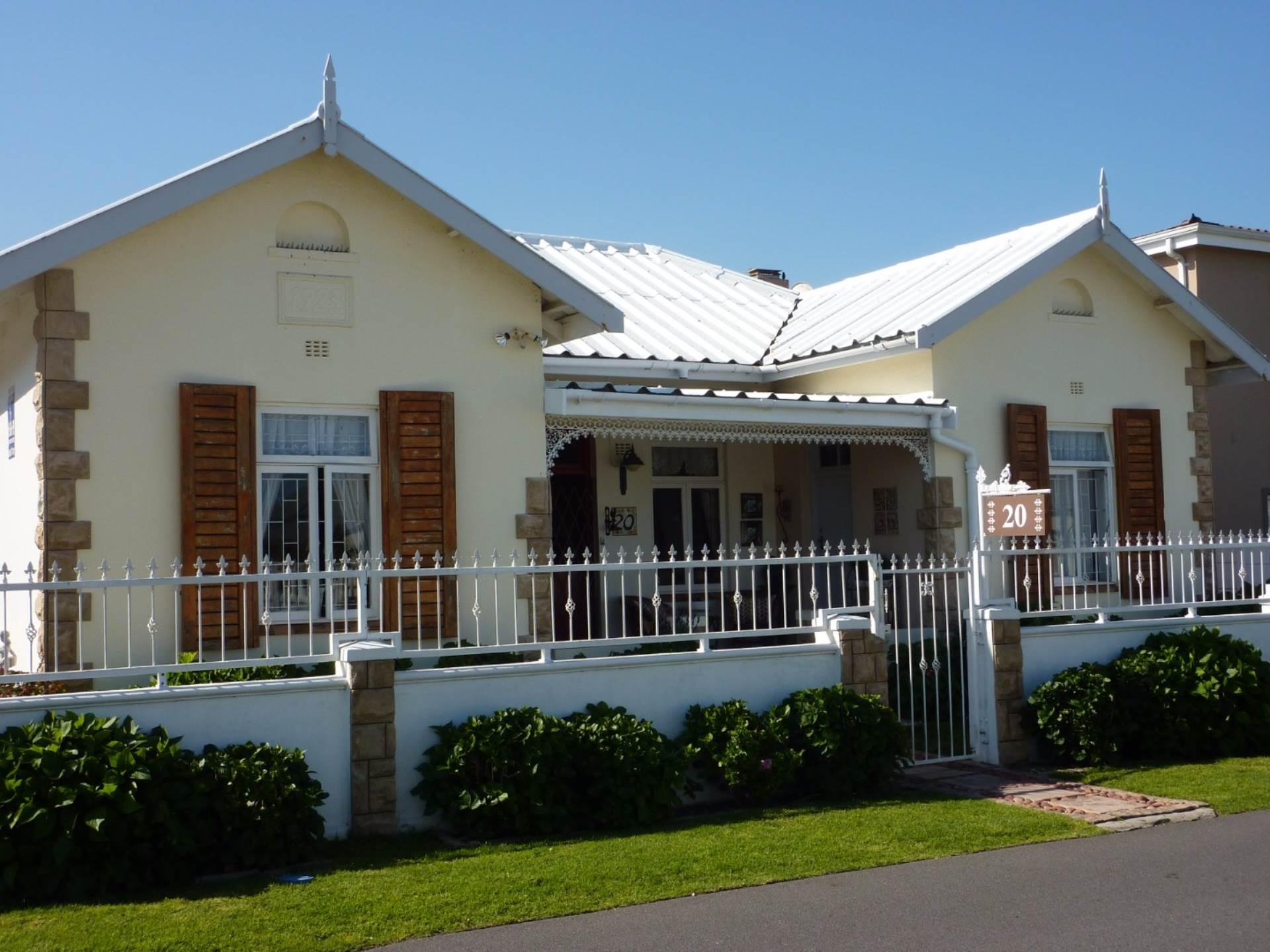 5 BedroomHouse For Sale In Kleinmond