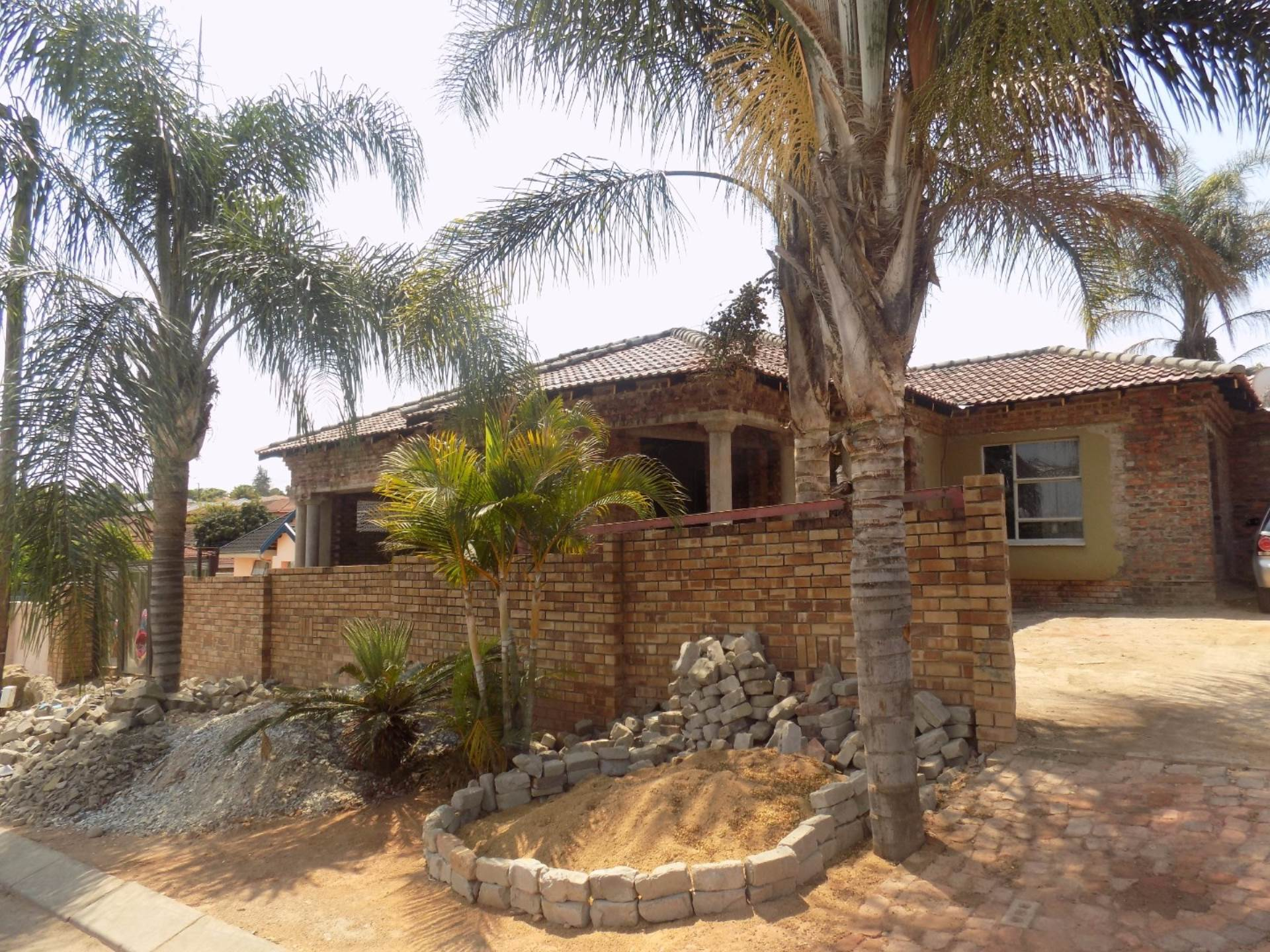 4 BedroomHouse For Sale In Florapark