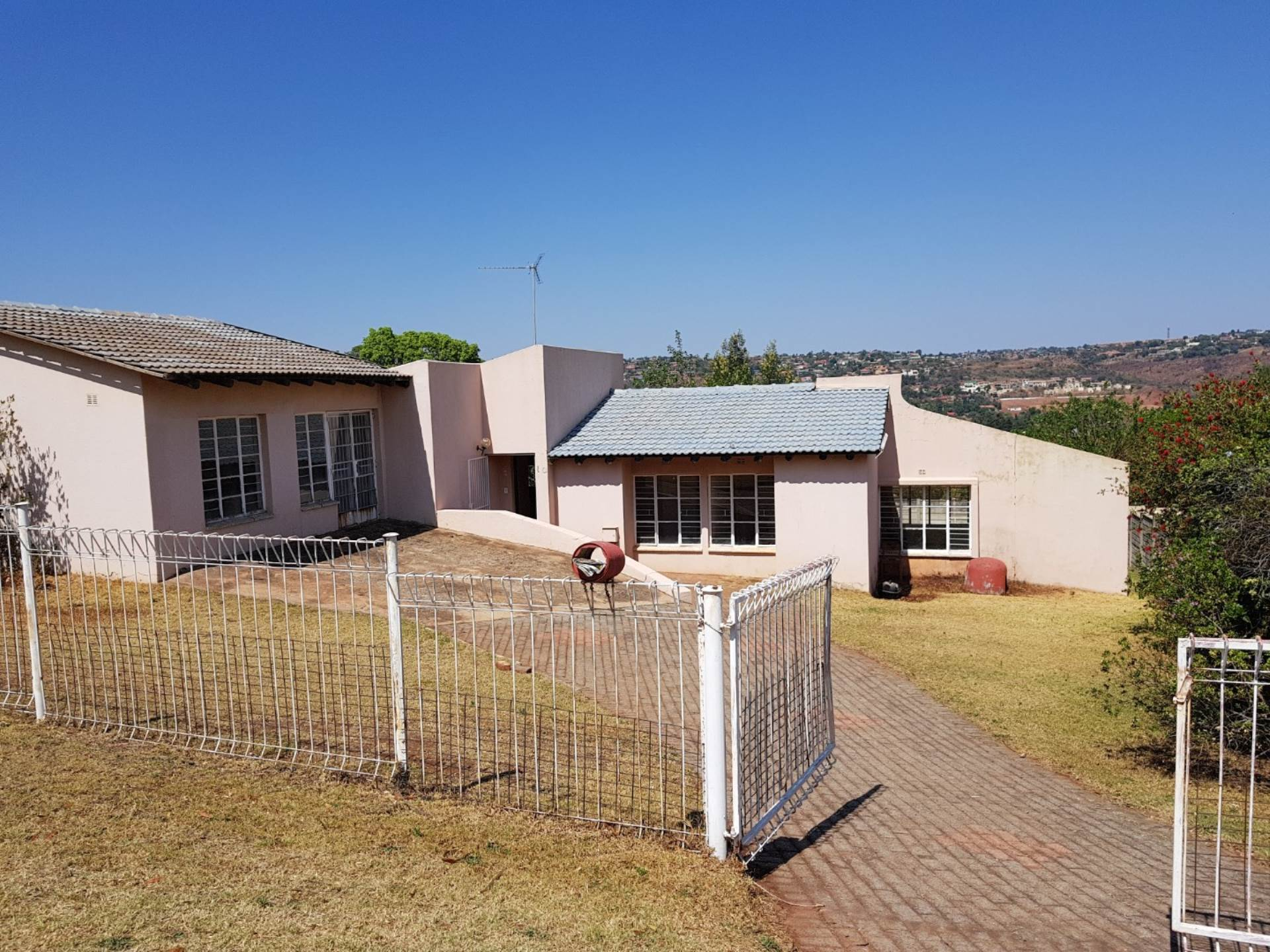 3 BedroomHouse For Sale In Roodekrans Ext 7