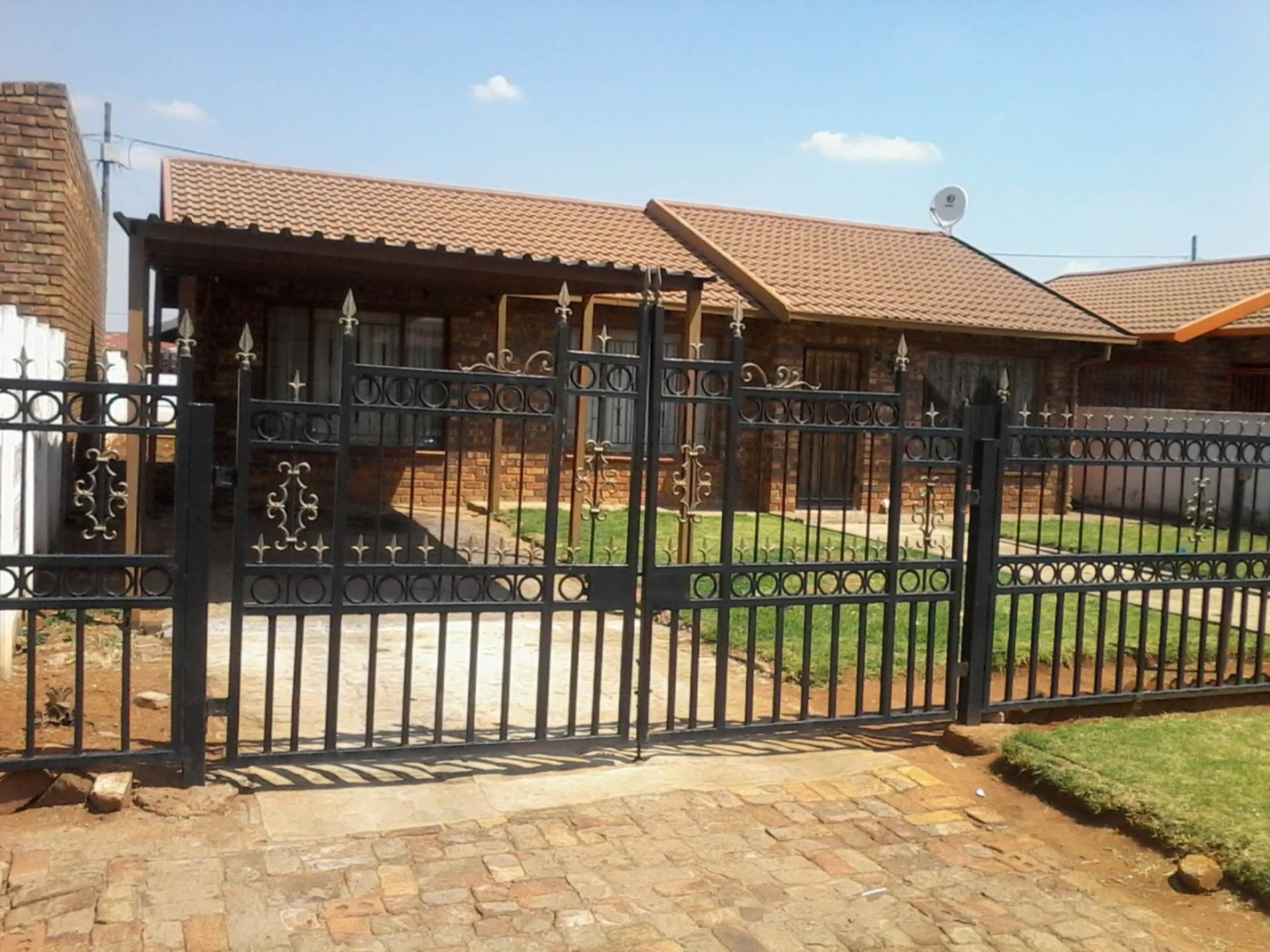 3 BedroomHouse For Sale In Daveyton Ext 2