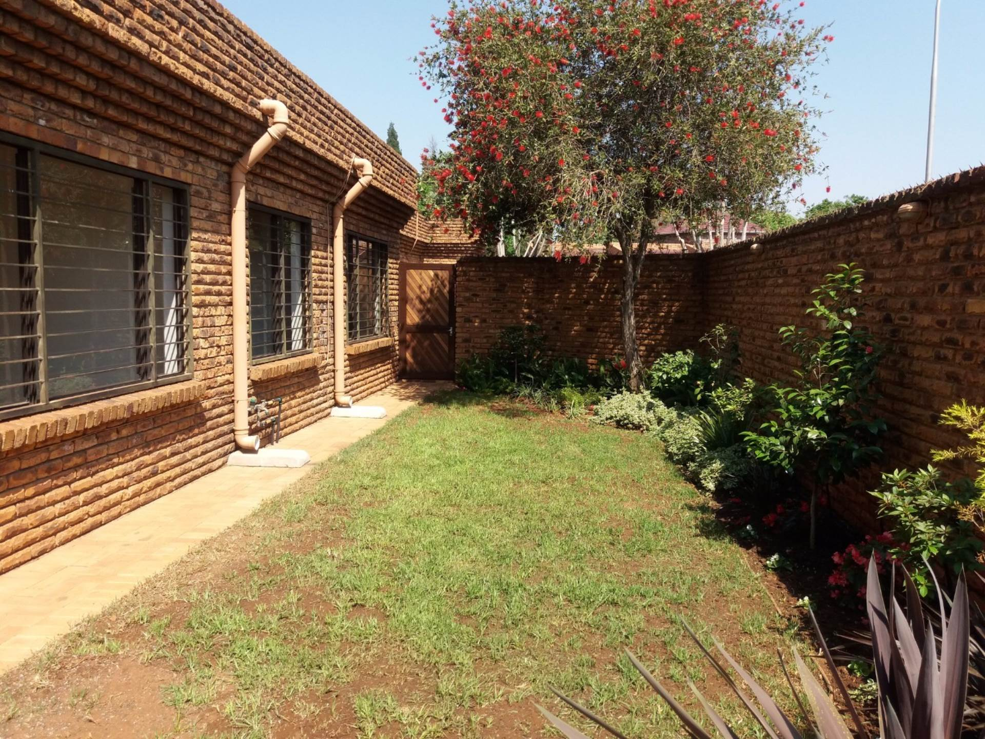 3 BedroomTownhouse To Rent In Presidents Dam