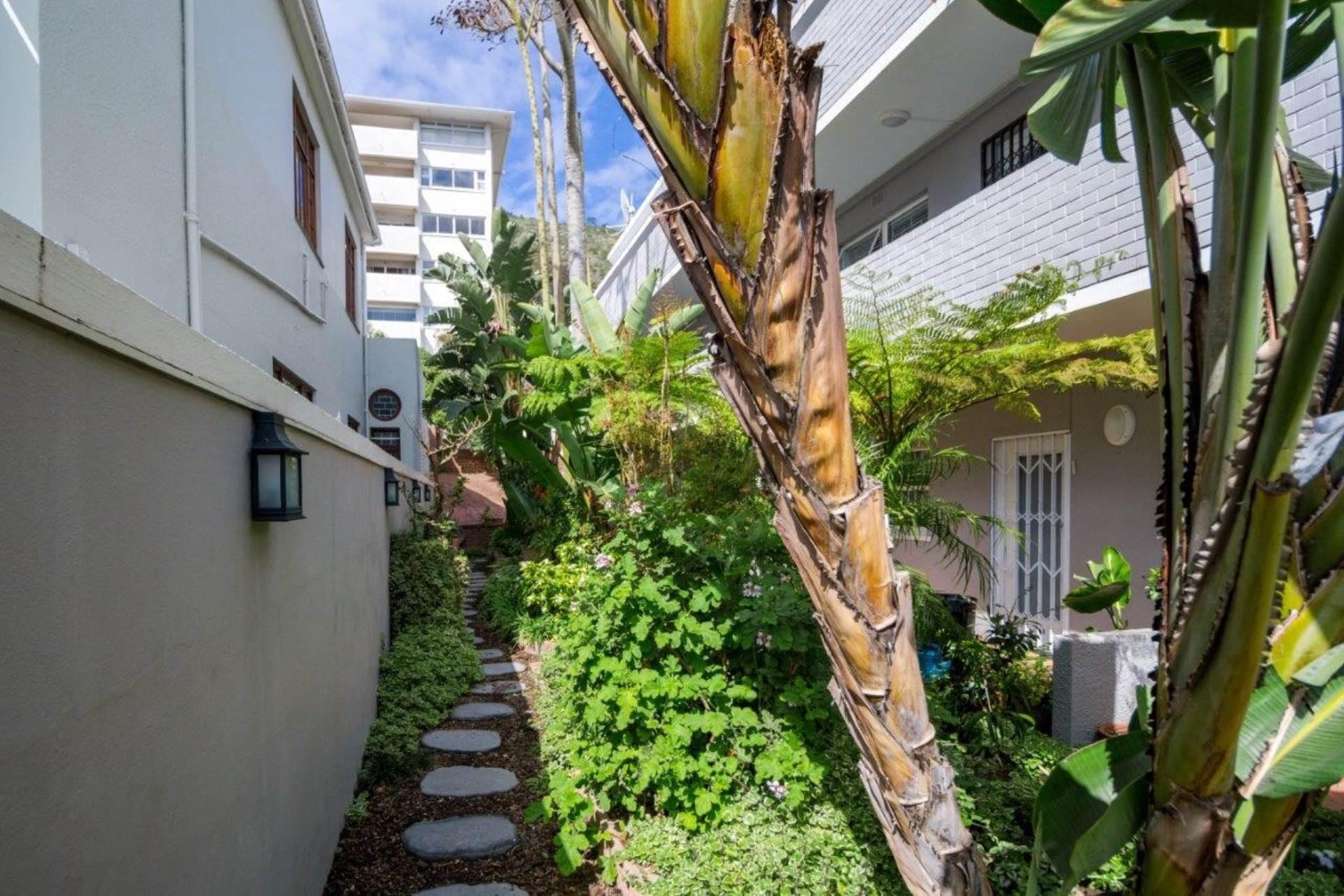 Sea Point property for sale. Ref No: 13539591. Picture no 13