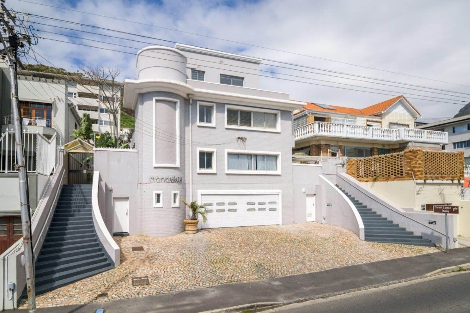 Sea Point property for sale. Ref No: 13539591. Picture no 1