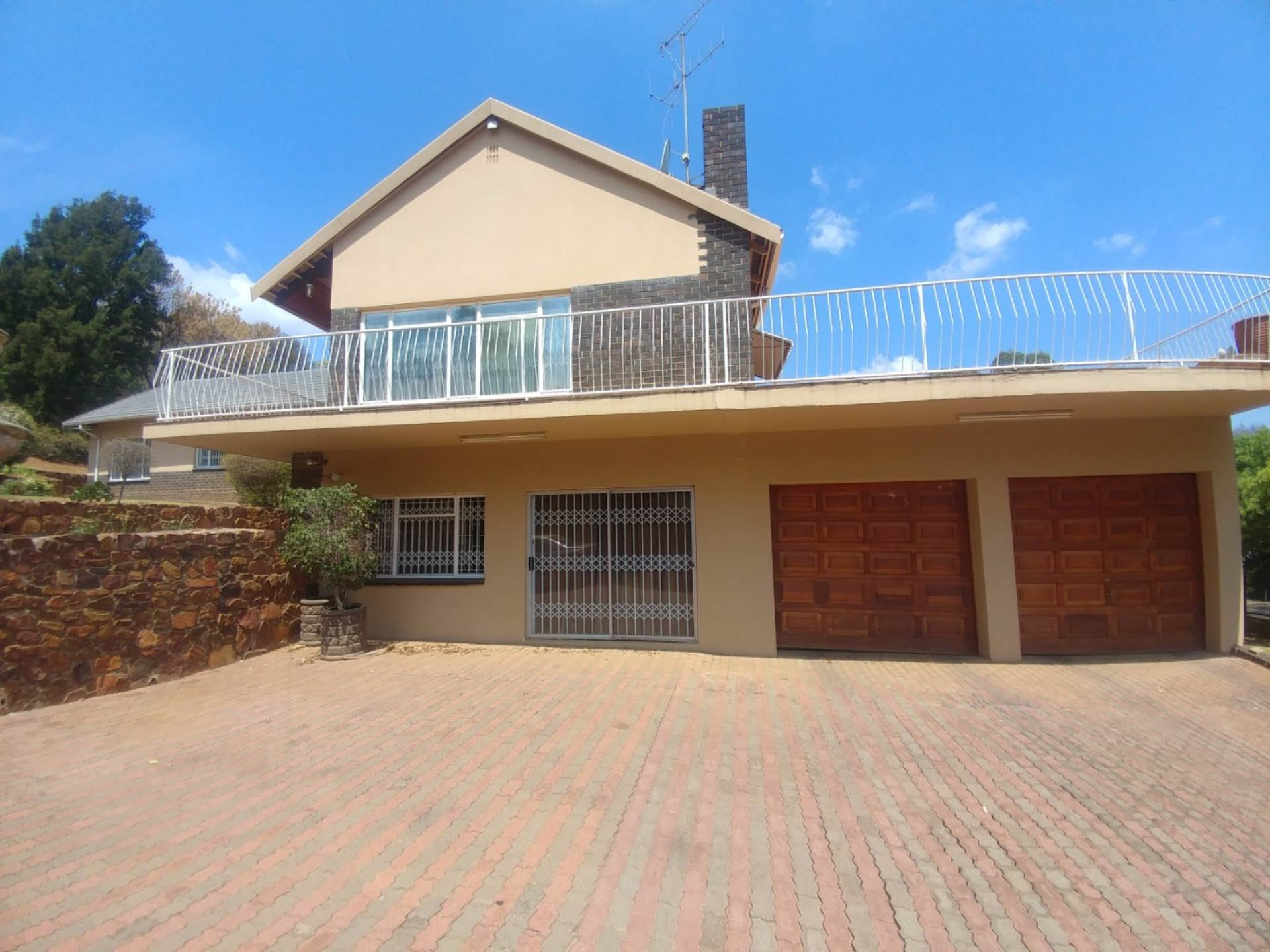 Waterkloof Ridge property for sale. Ref No: 13539454. Picture no 4