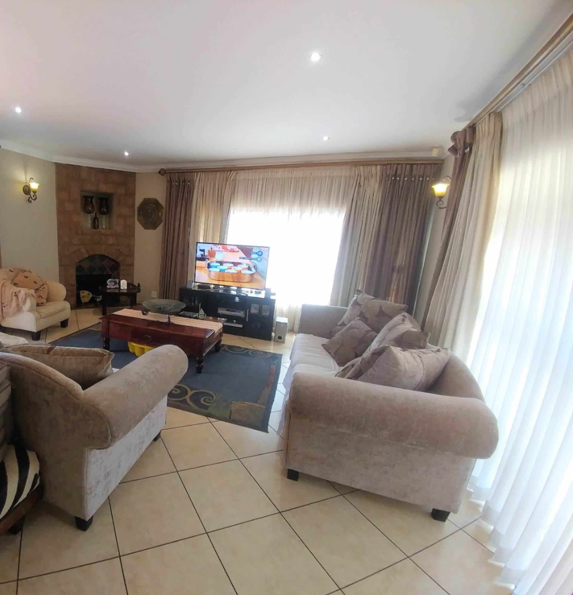 Waterkloof Ridge property for sale. Ref No: 13539454. Picture no 10