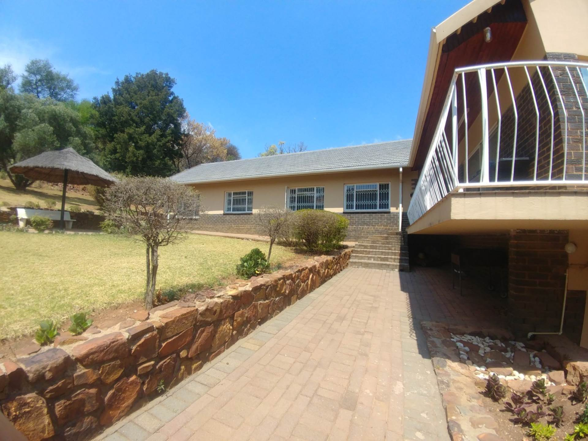 Waterkloof Ridge property for sale. Ref No: 13539454. Picture no 6