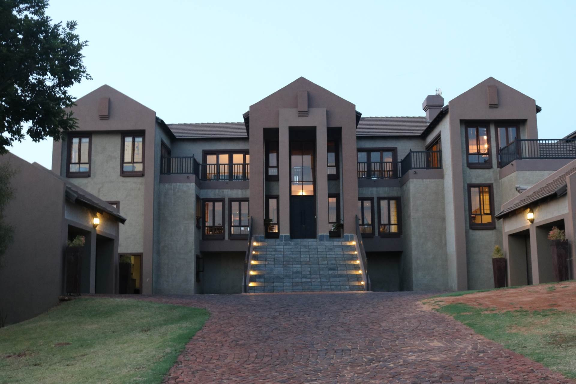 Property and Houses for sale in Mooikloof Equestrian Estate, House, 5 Bedrooms - ZAR 9,800,000