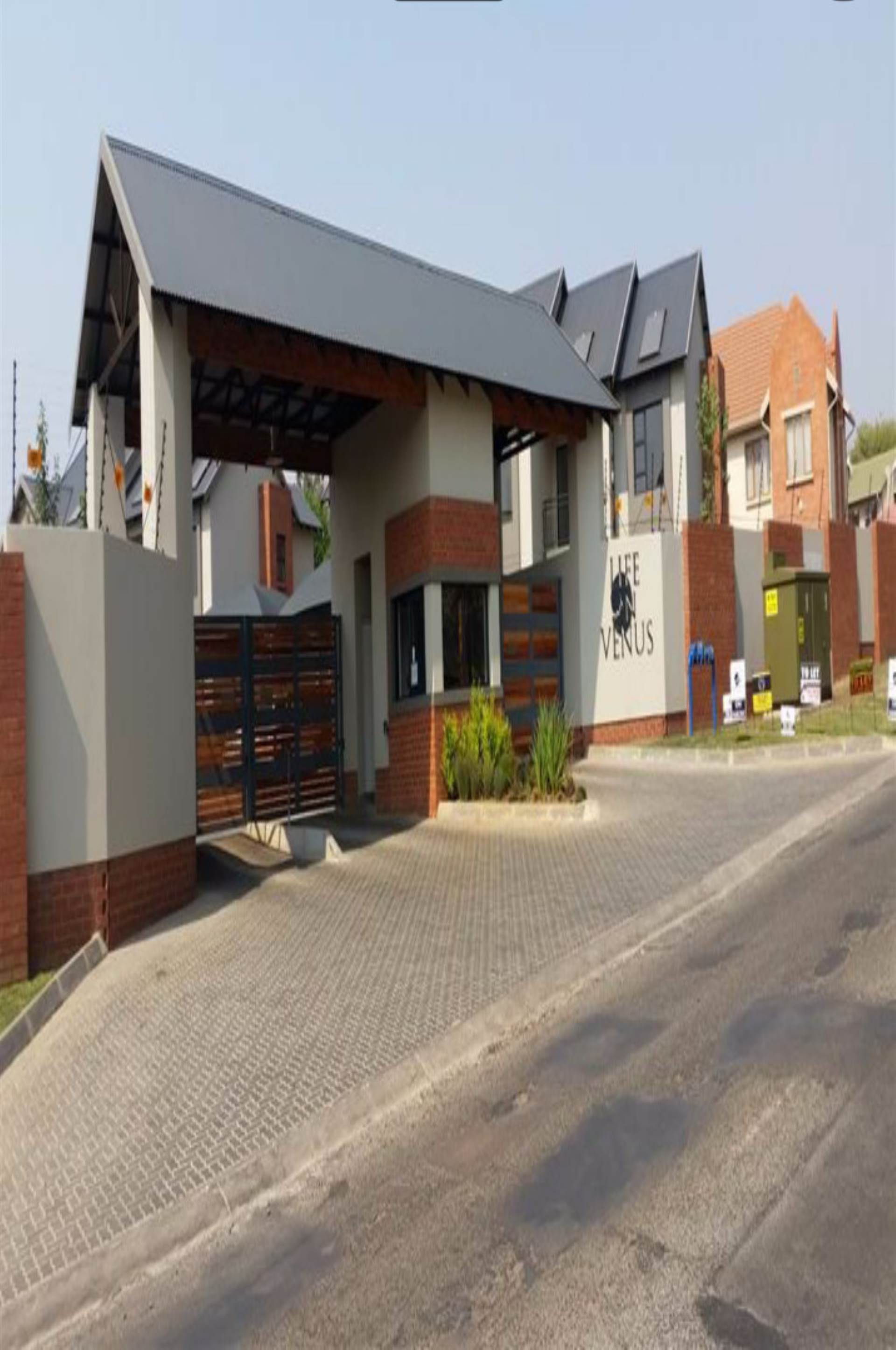 2 BedroomTownhouse To Rent In Farrarmere