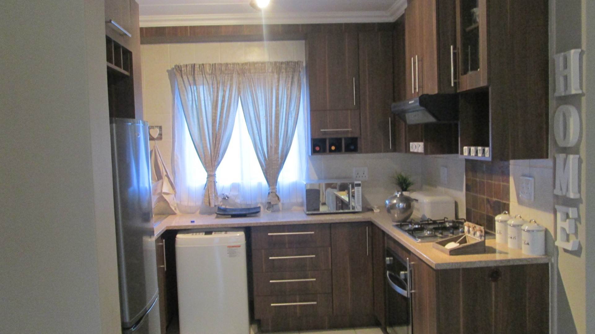 Andeon property for sale. Ref No: 13534868. Picture no 6