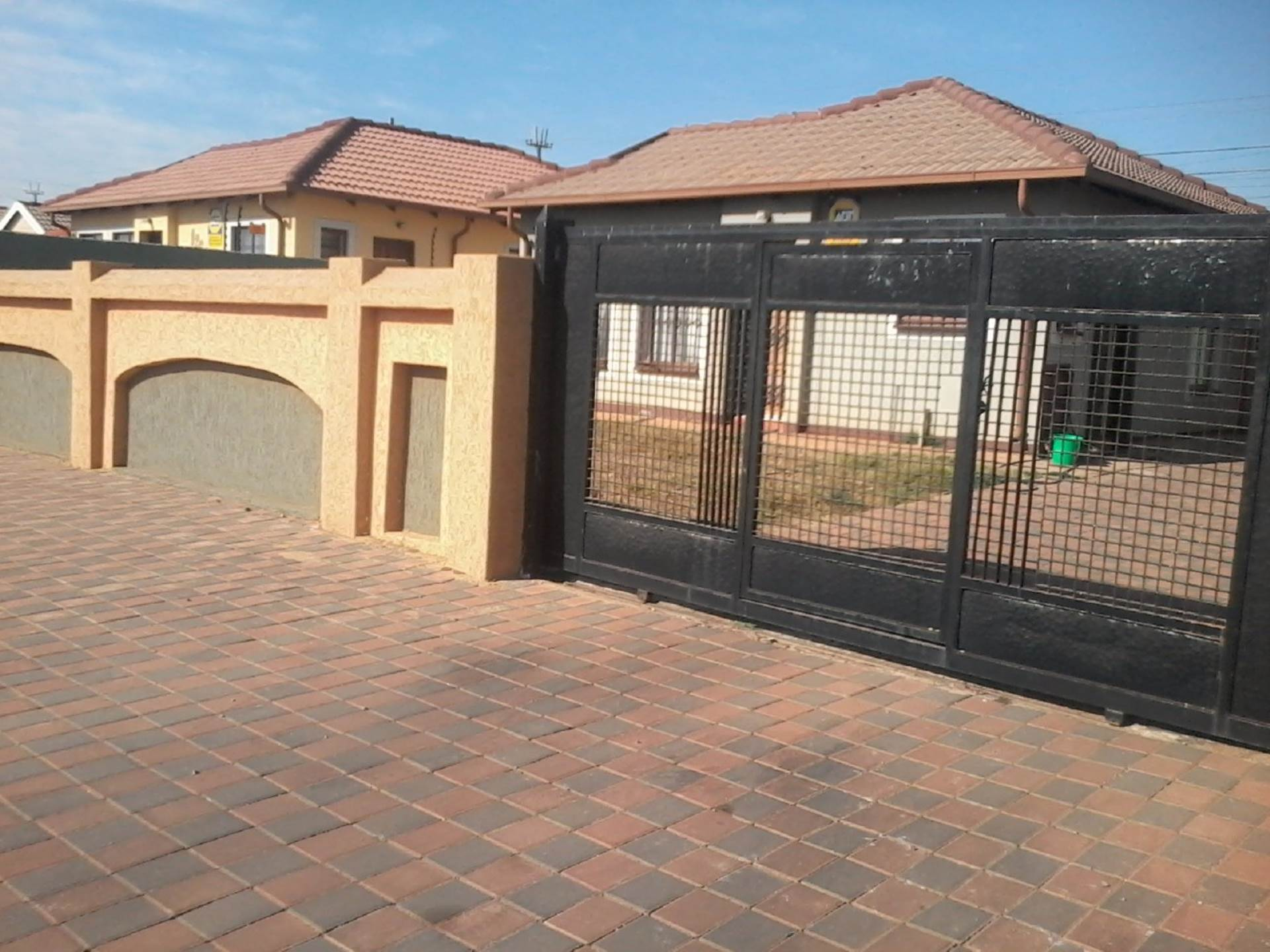 3 BedroomHouse To Rent In Rosslyn