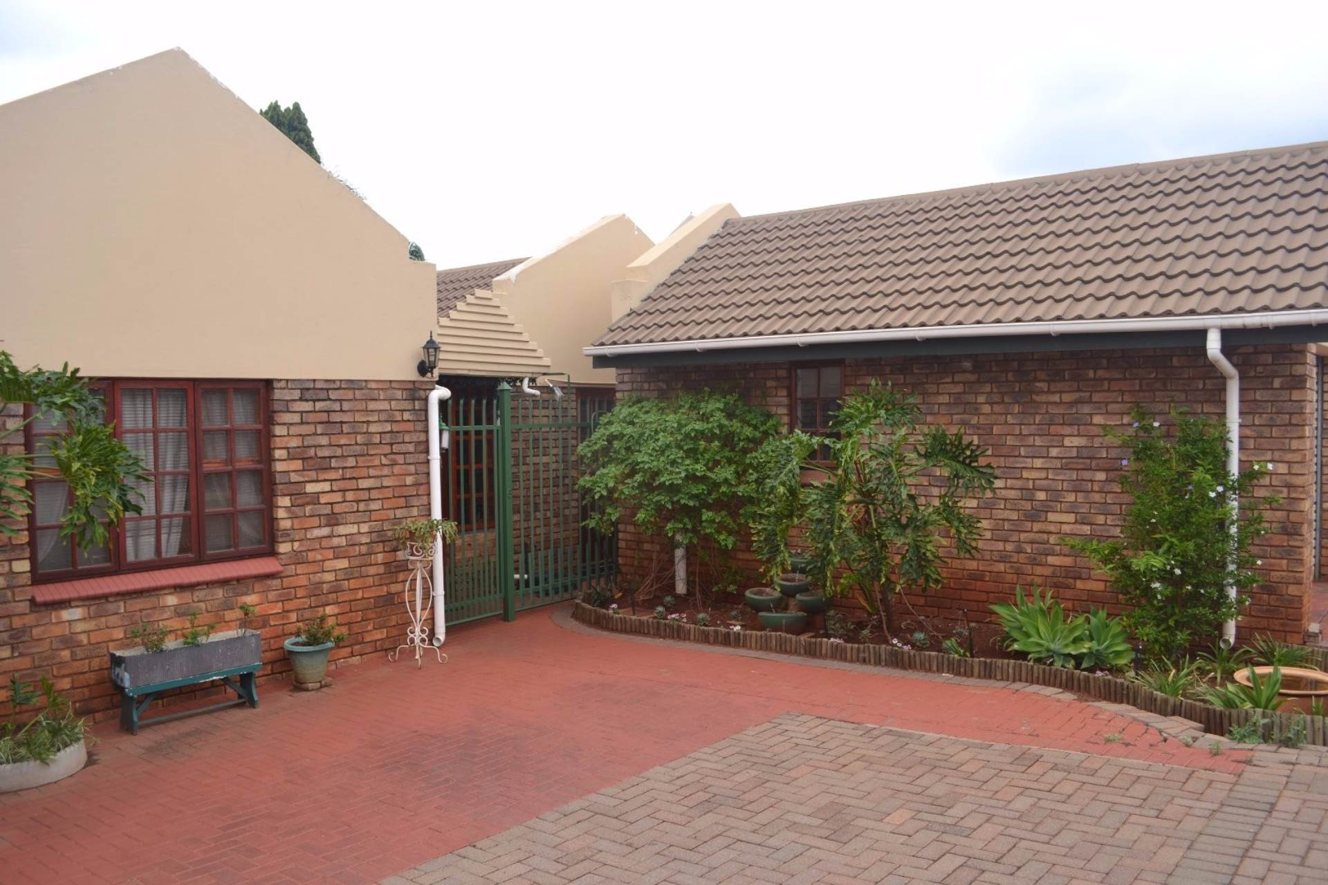 2 BedroomHouse For Sale In Theresapark