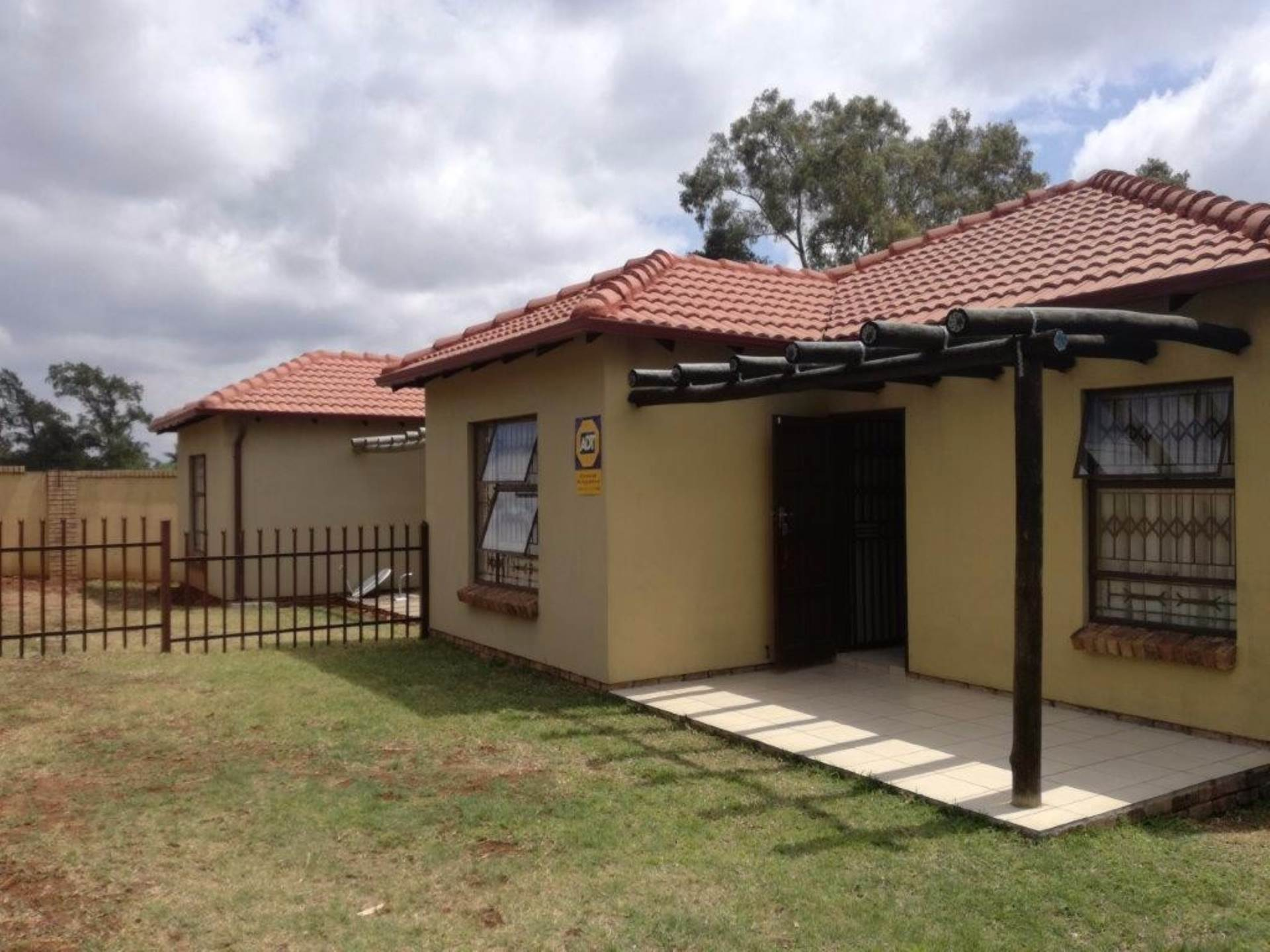 Pretoria, Heatherdale Property  | Houses For Sale Heatherdale, HEATHERDALE, Townhouse 2 bedrooms property for sale Price:595,000