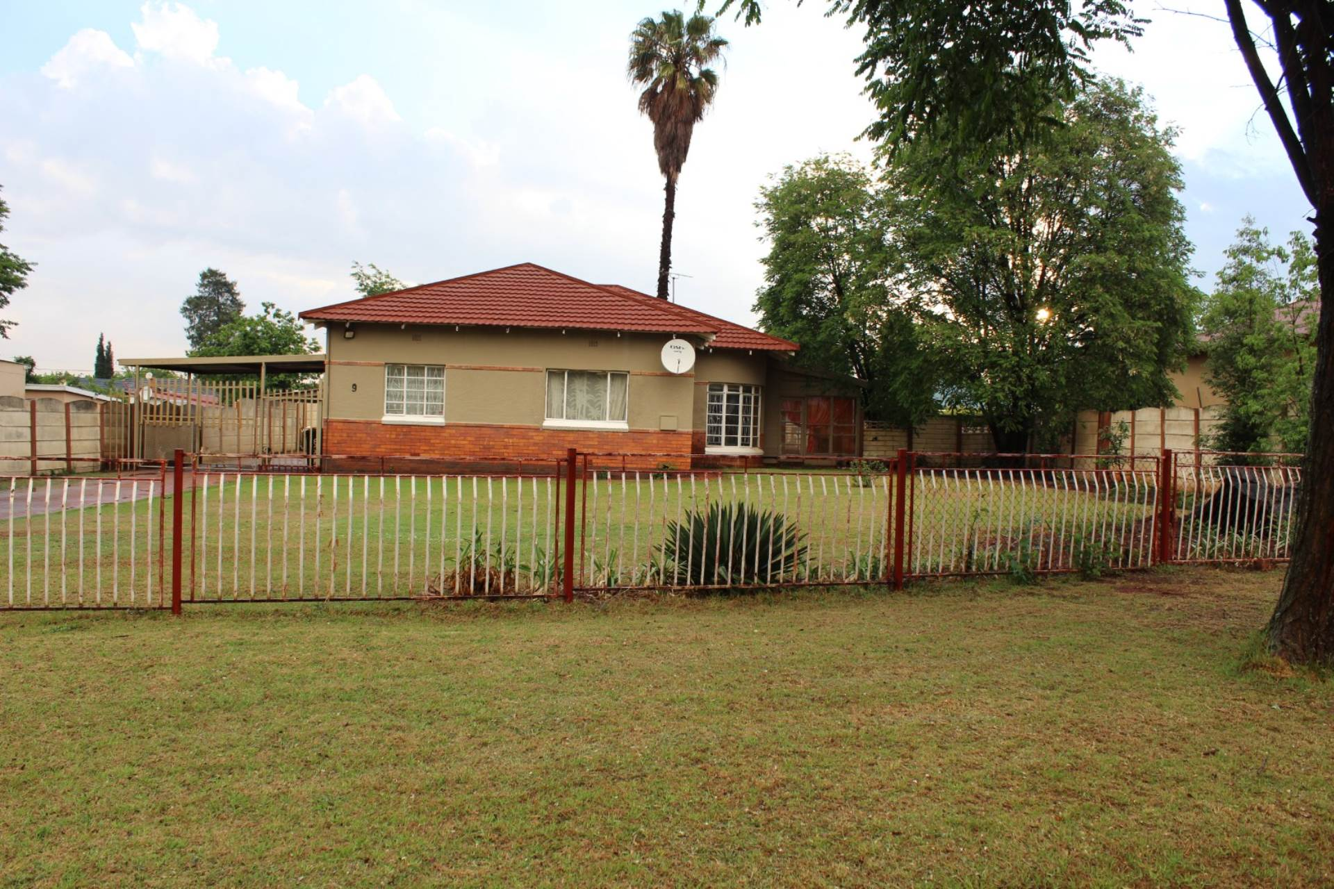 2 BedroomHouse For Sale In Selection Park