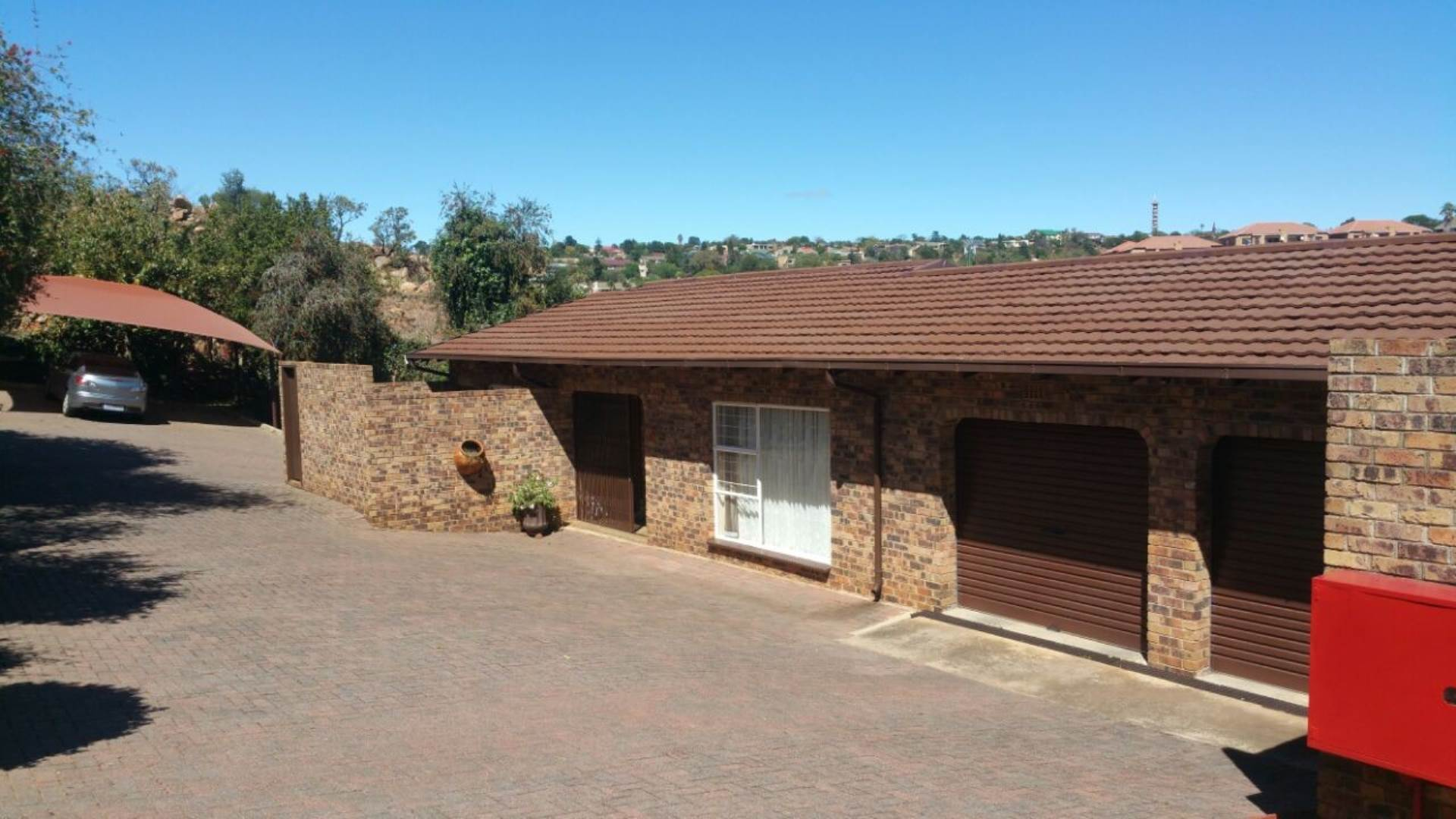 3 BedroomTownhouse For Sale In Breaunanda