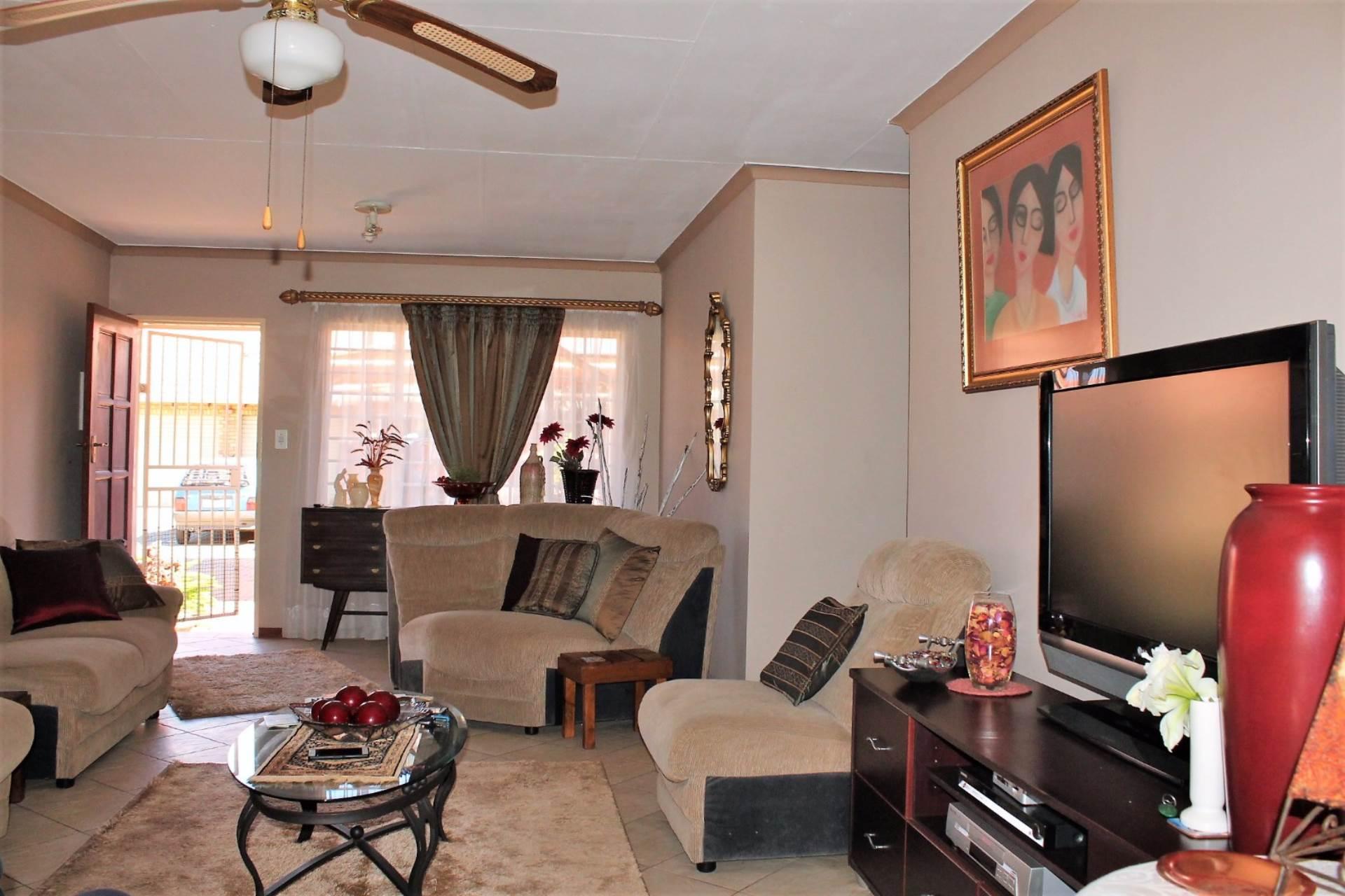 Dorandia property for sale. Ref No: 13534175. Picture no 3