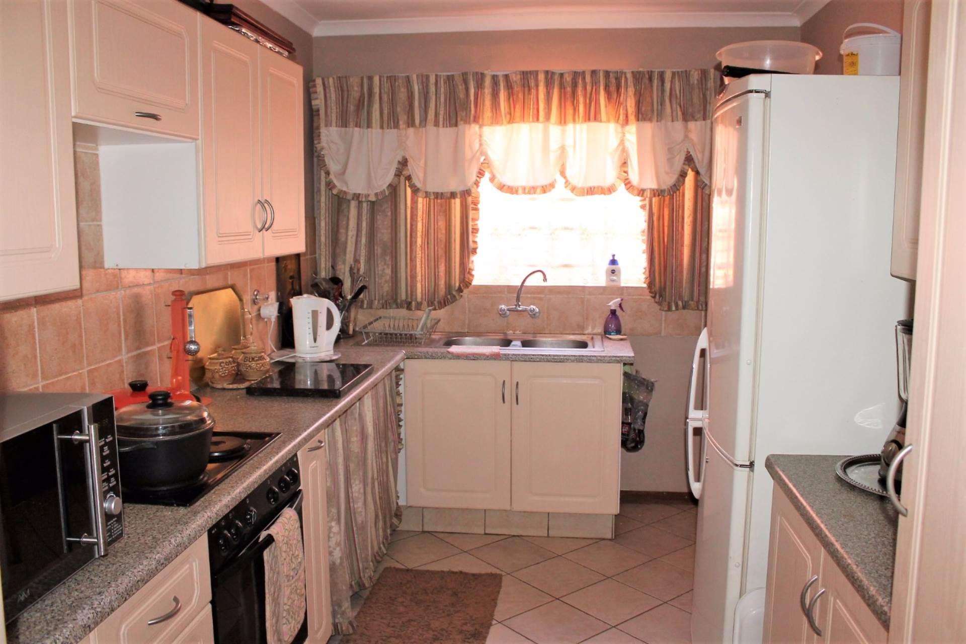Dorandia property for sale. Ref No: 13534175. Picture no 4