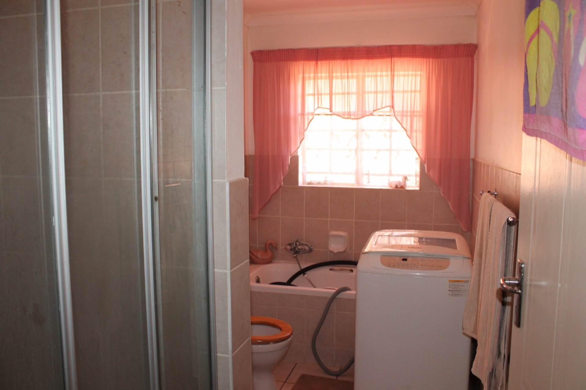 Dorandia property for sale. Ref No: 13534175. Picture no 10