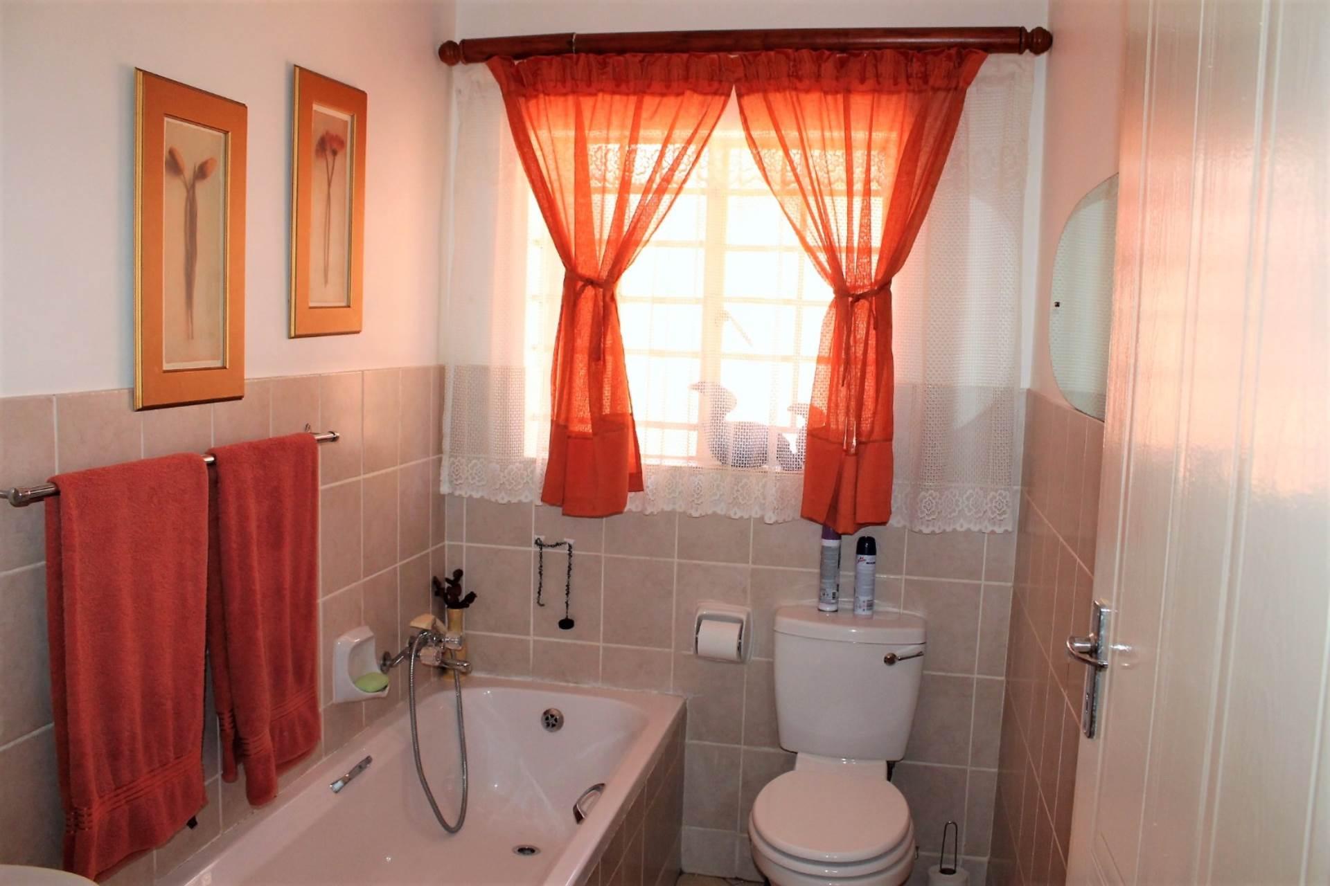 Dorandia property for sale. Ref No: 13534175. Picture no 9
