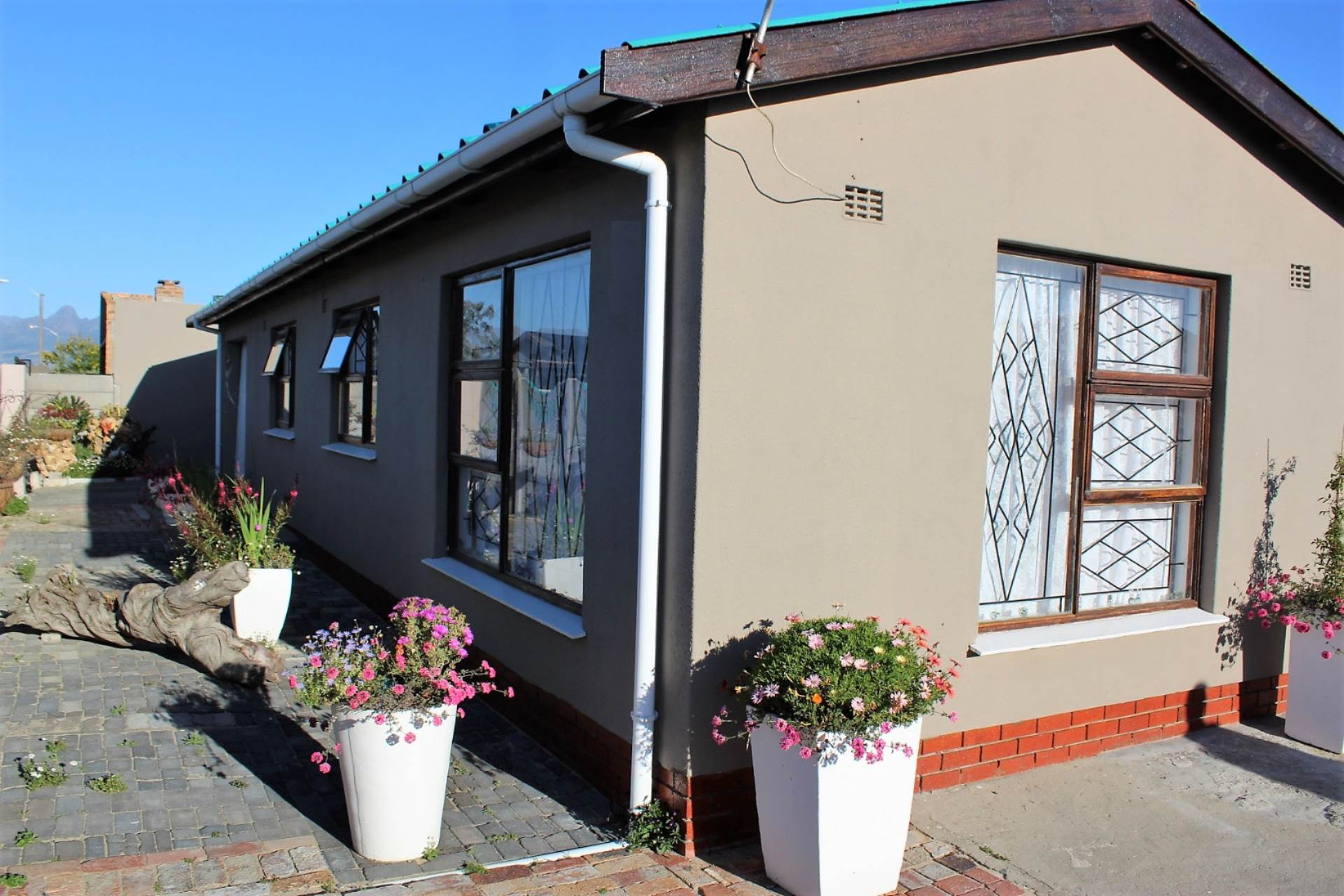 3 BedroomHouse For Sale In Forest Heights