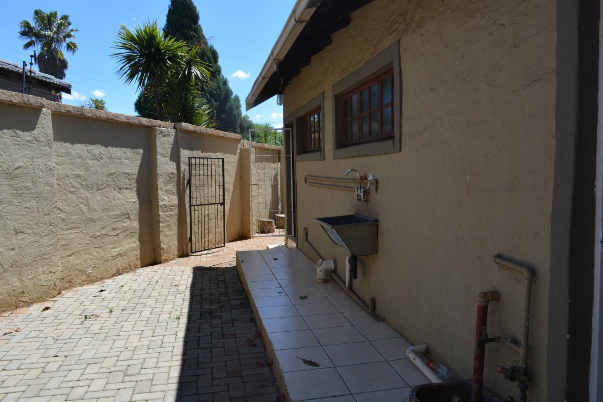 Newlands property to rent. Ref No: 13541220. Picture no 13