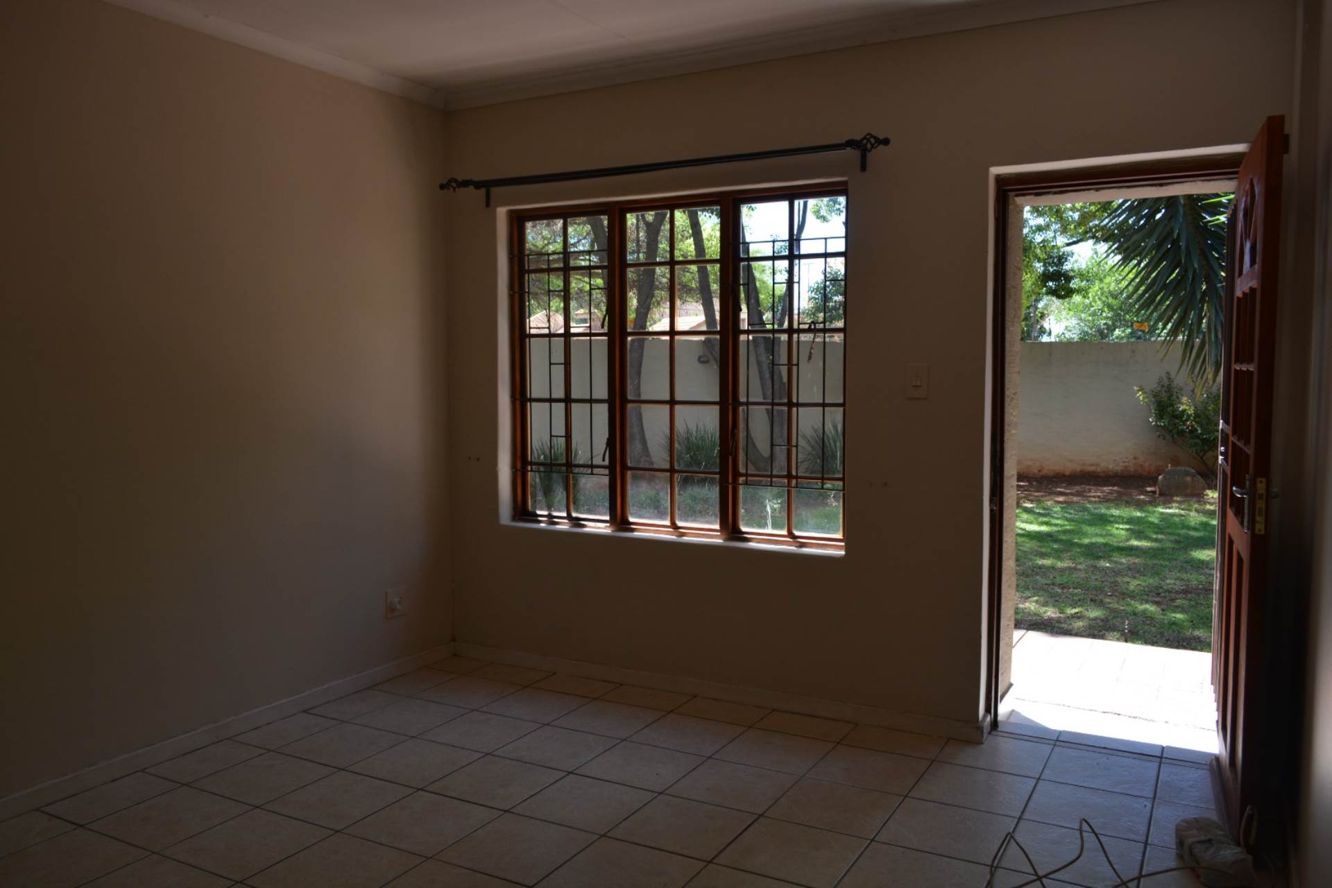 Newlands property to rent. Ref No: 13541220. Picture no 4