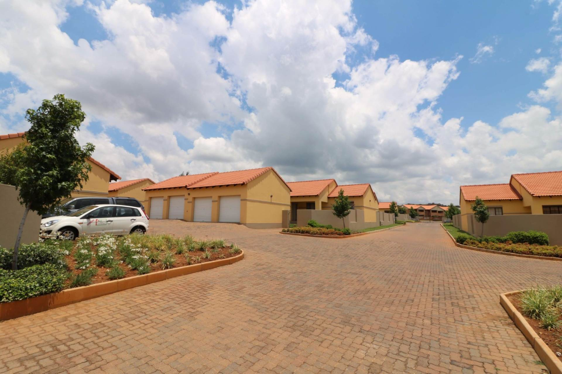 Property and Houses for sale in Mooikloof Ridge, Townhouse, 3 Bedrooms - ZAR 1,145,000
