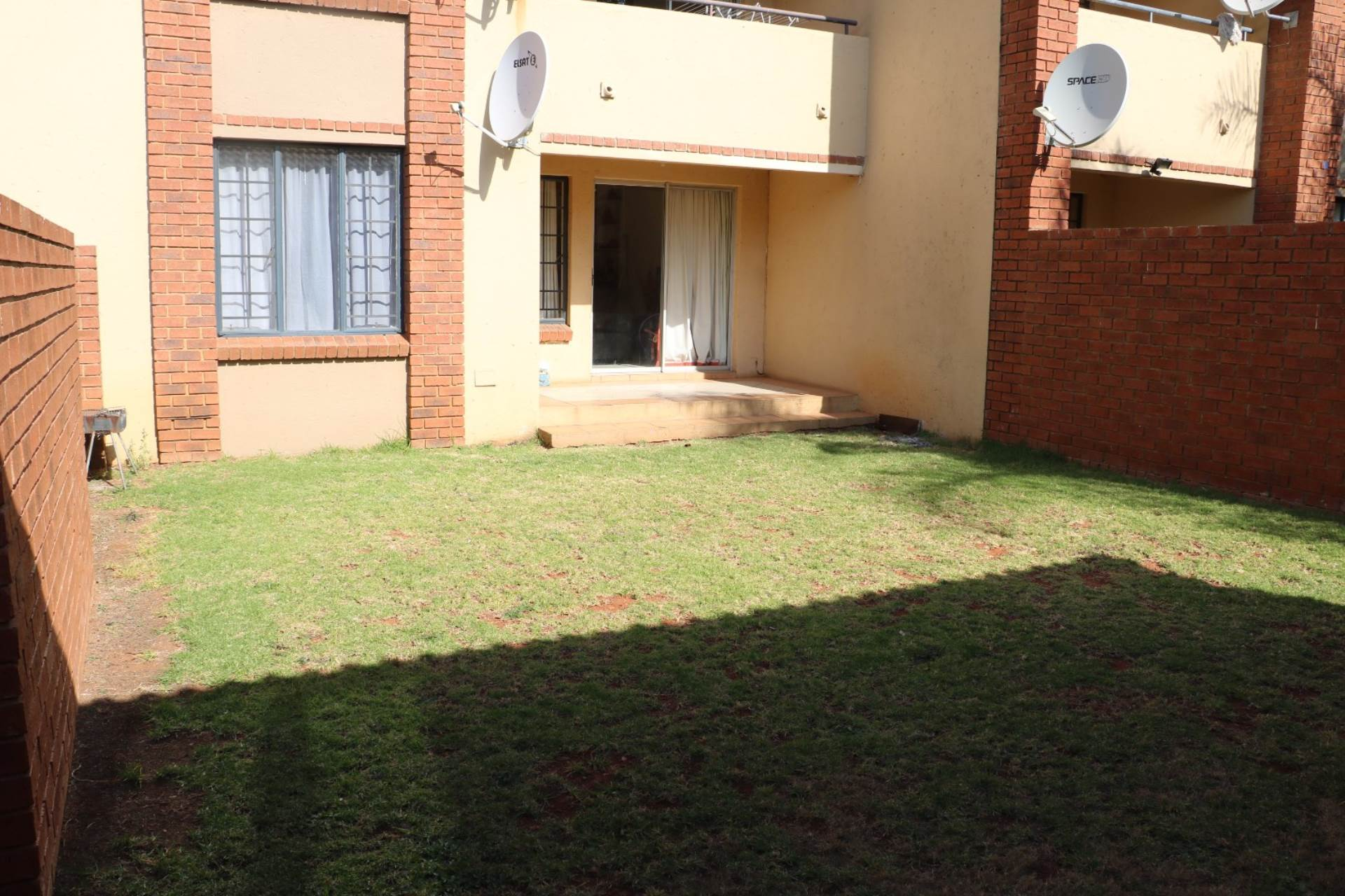 Mooikloof Ridge property for sale. Ref No: 13541409. Picture no 3