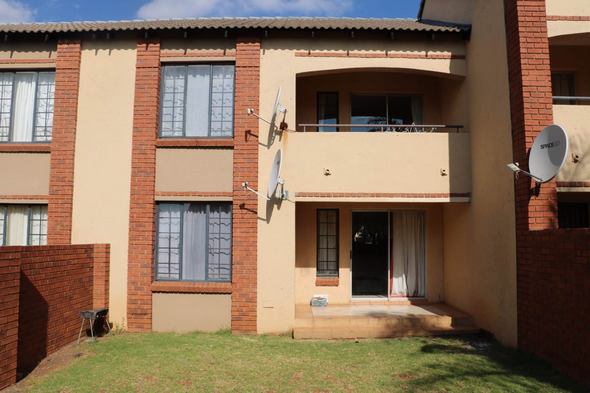 Mooikloof Ridge property for sale. Ref No: 13541409. Picture no 4