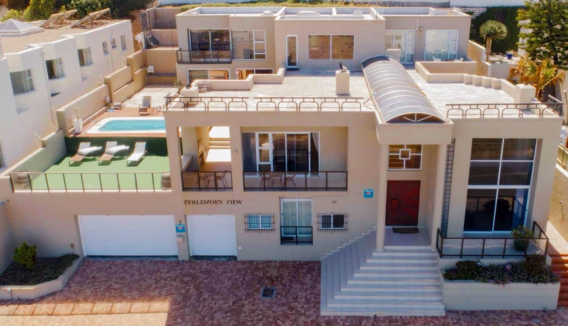 9 BedroomHouse For Sale In Bloubergstrand