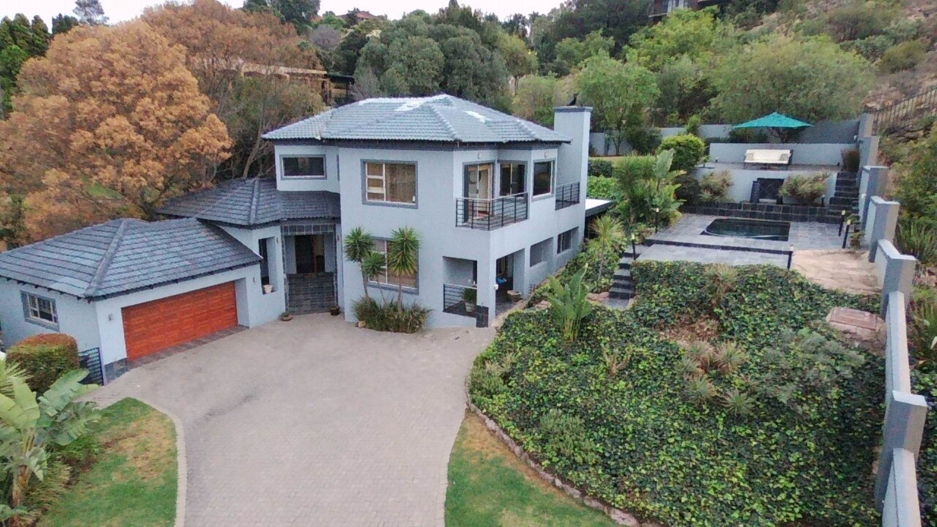 3 BedroomCluster For Sale In Constantia Kloof