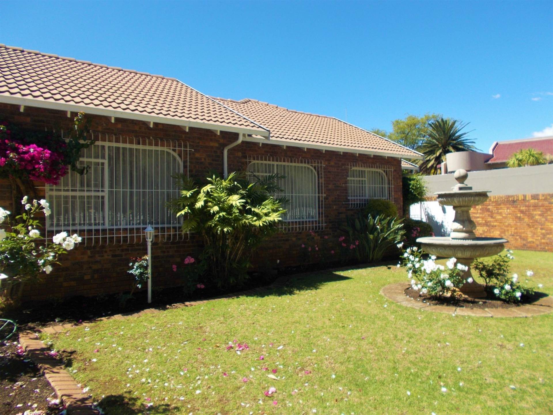 4 BedroomHouse To Rent In Sonneveld